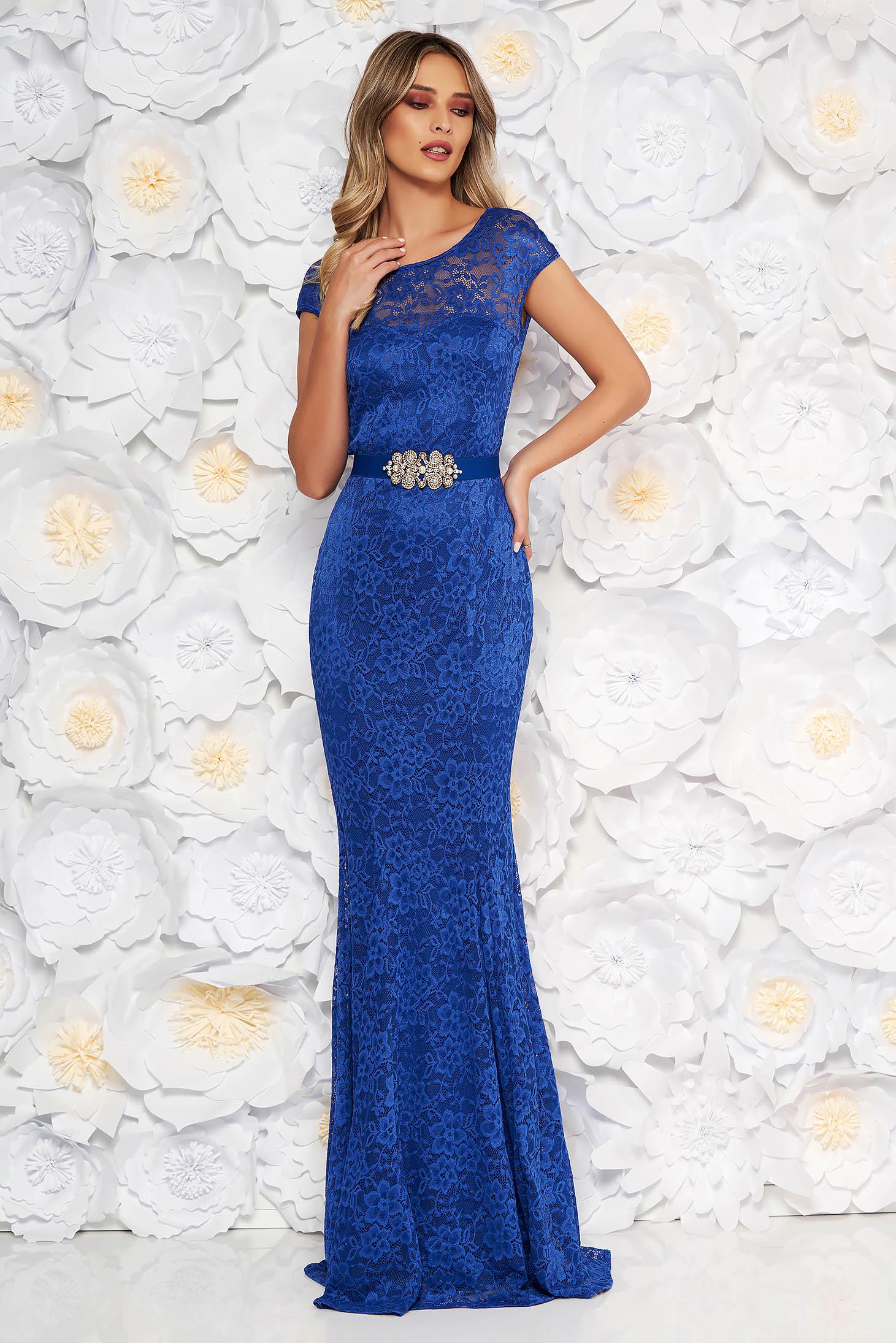 Rochie StarShinerS albastra lunga de ocazie tip sirena din dantela cu maneci scurte si accesorizata cu cordon