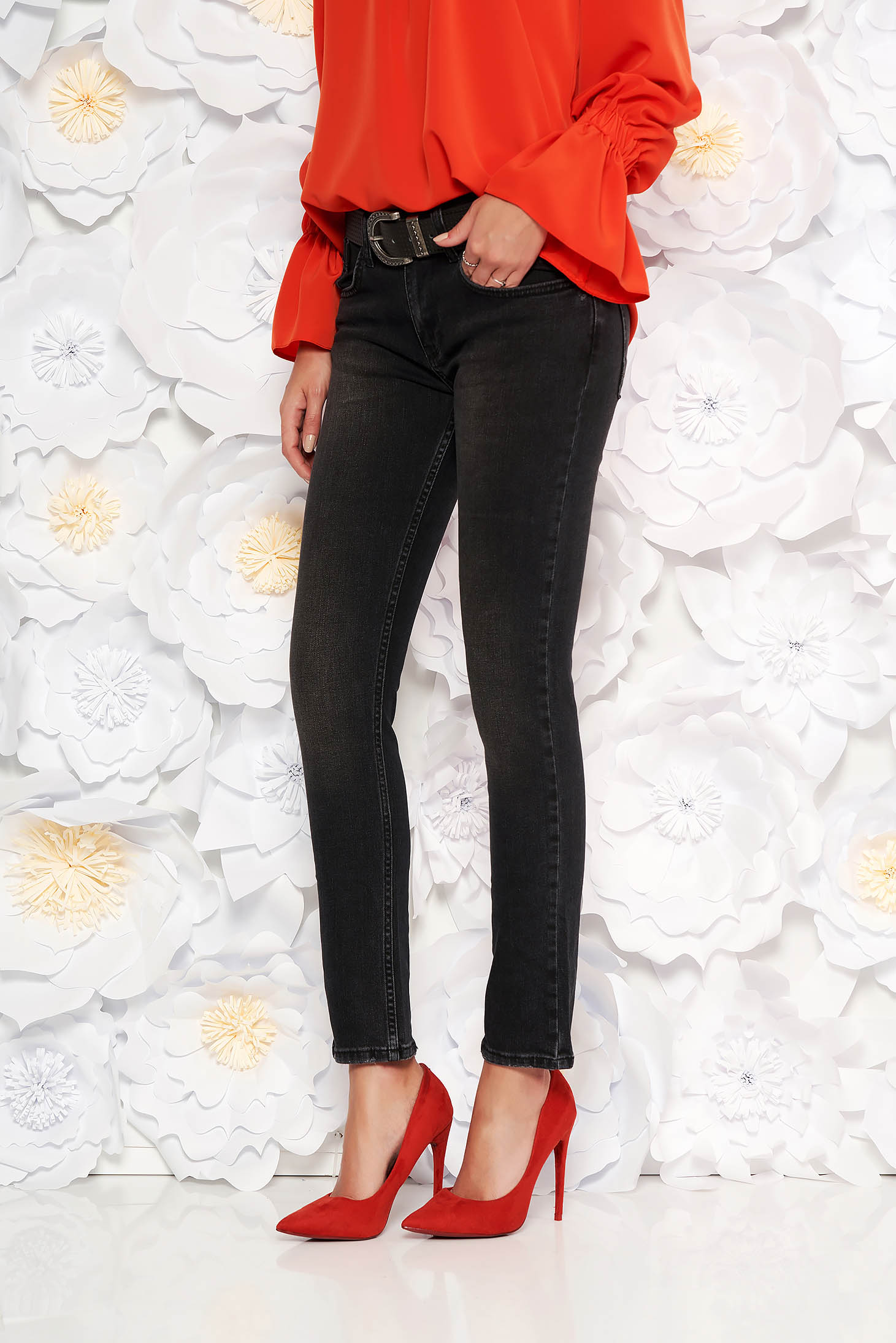 Darkgrey casual jeans with medium waist nonelastic cotton with straight cut accessorized with belt