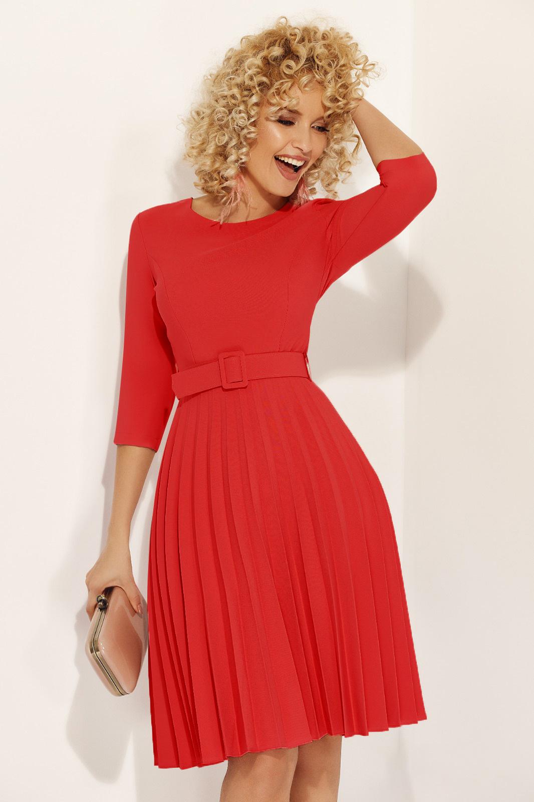 Rochie Fofy rosie eleganta in clos din stofa usor elastica plisata accesorizata cu cordon