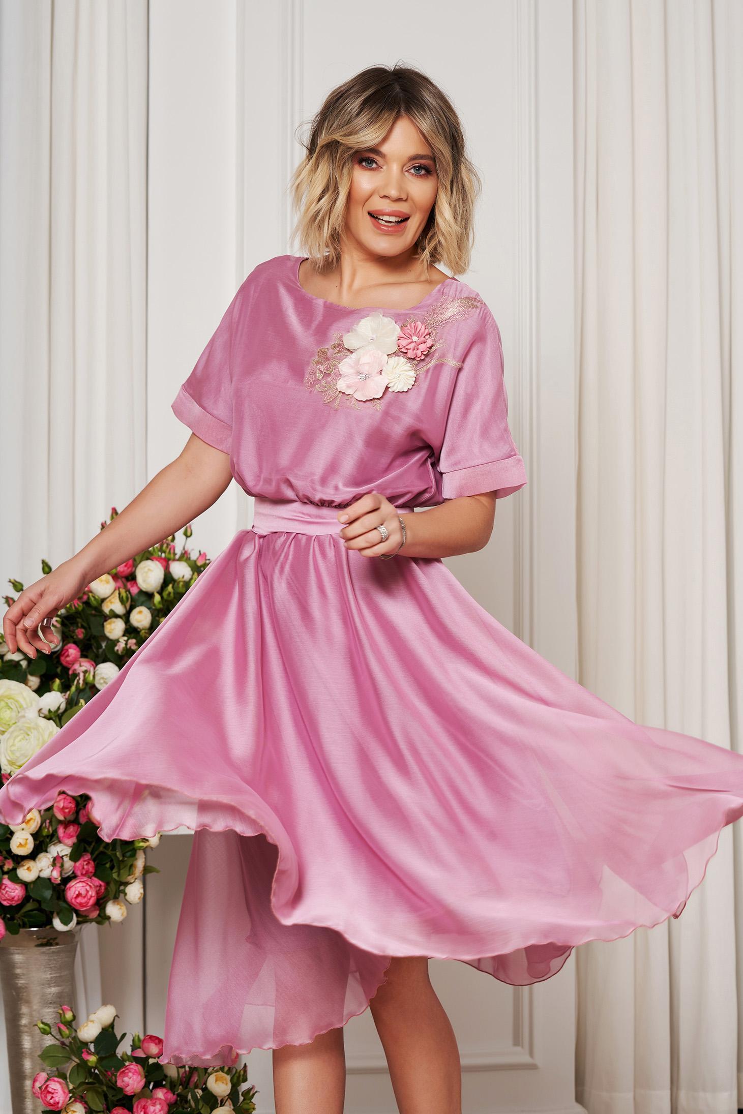 Rochie StarShinerS roz deschis de ocazie in clos cu elastic in talie accesorizata cu cordon