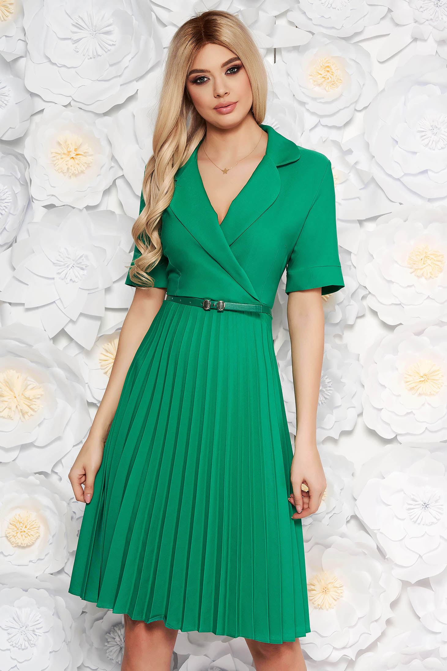 Green daily elegant cloche dress with v-neckline accessorized with belt airy fabric