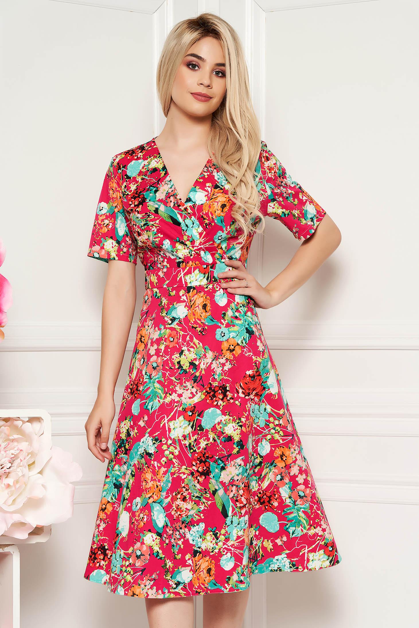 Rochie rosie de zi midi cu decolteu in v din material vaporos cu imprimeu floral