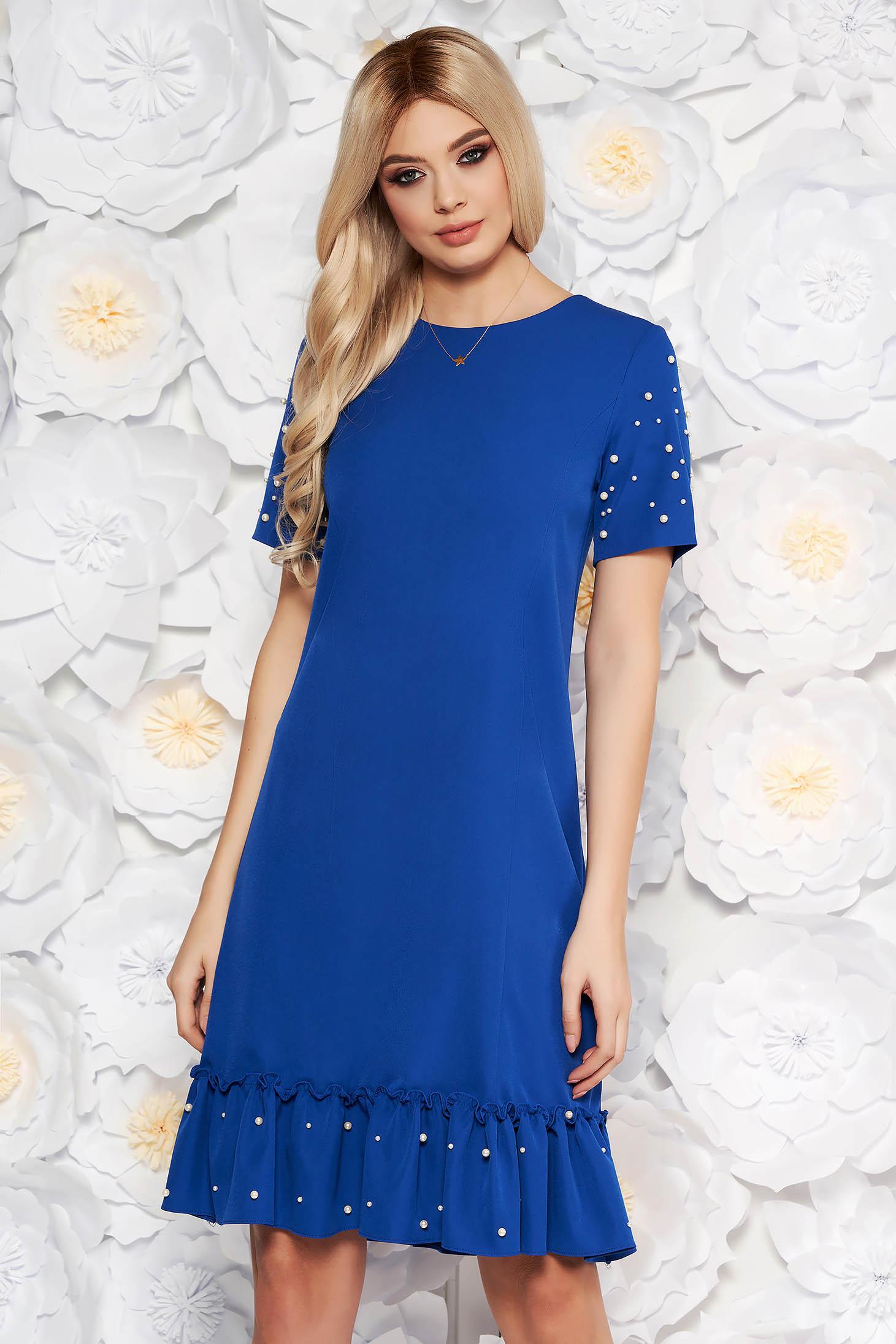 Rochie albastra eleganta cu un croi drept cu maneca scurta cu aplicatii cu margele din material fin la atingere