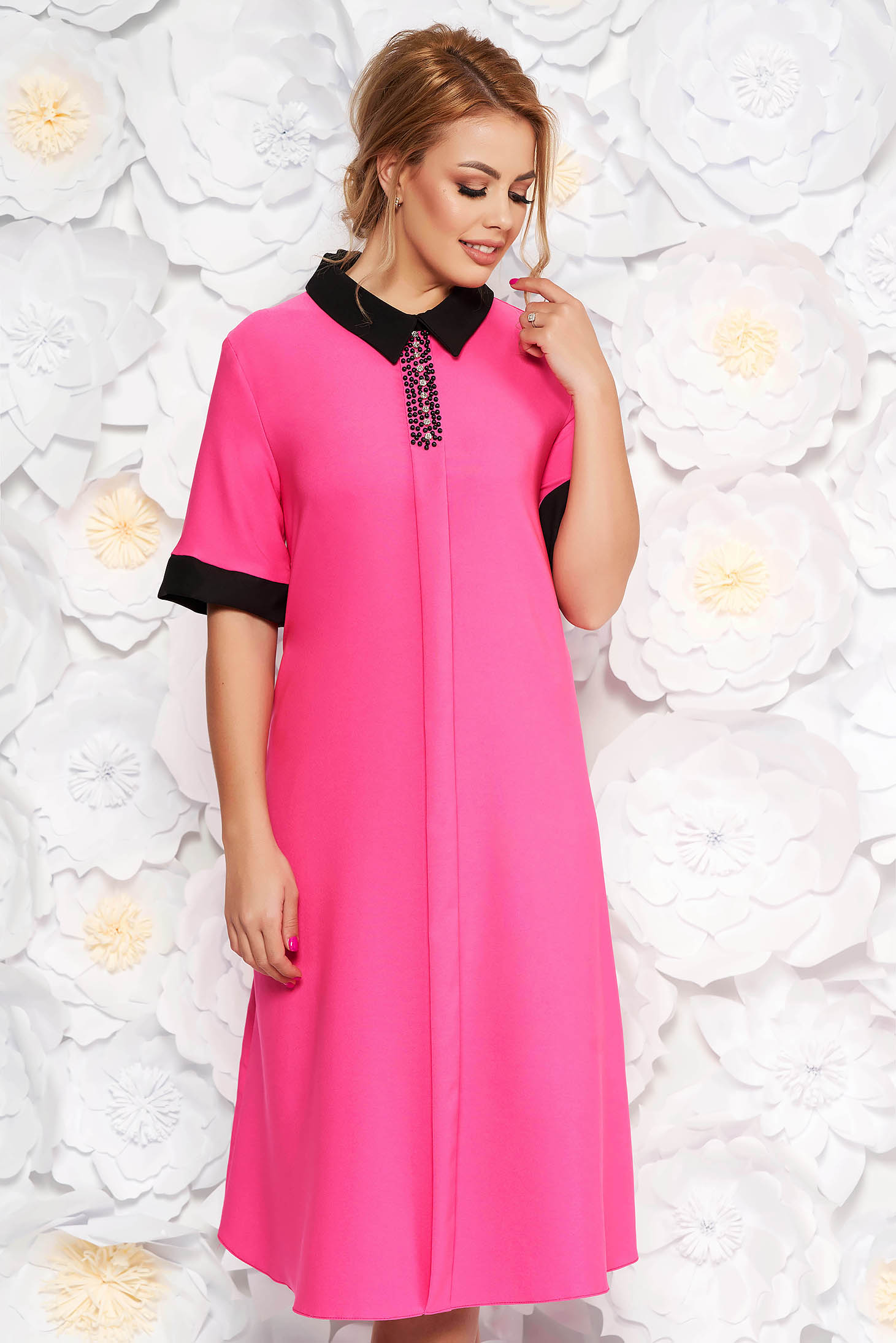 Rochie roz eleganta midi cu croi larg din material fin la atingere cu aplicatii cu margele cu buzunare