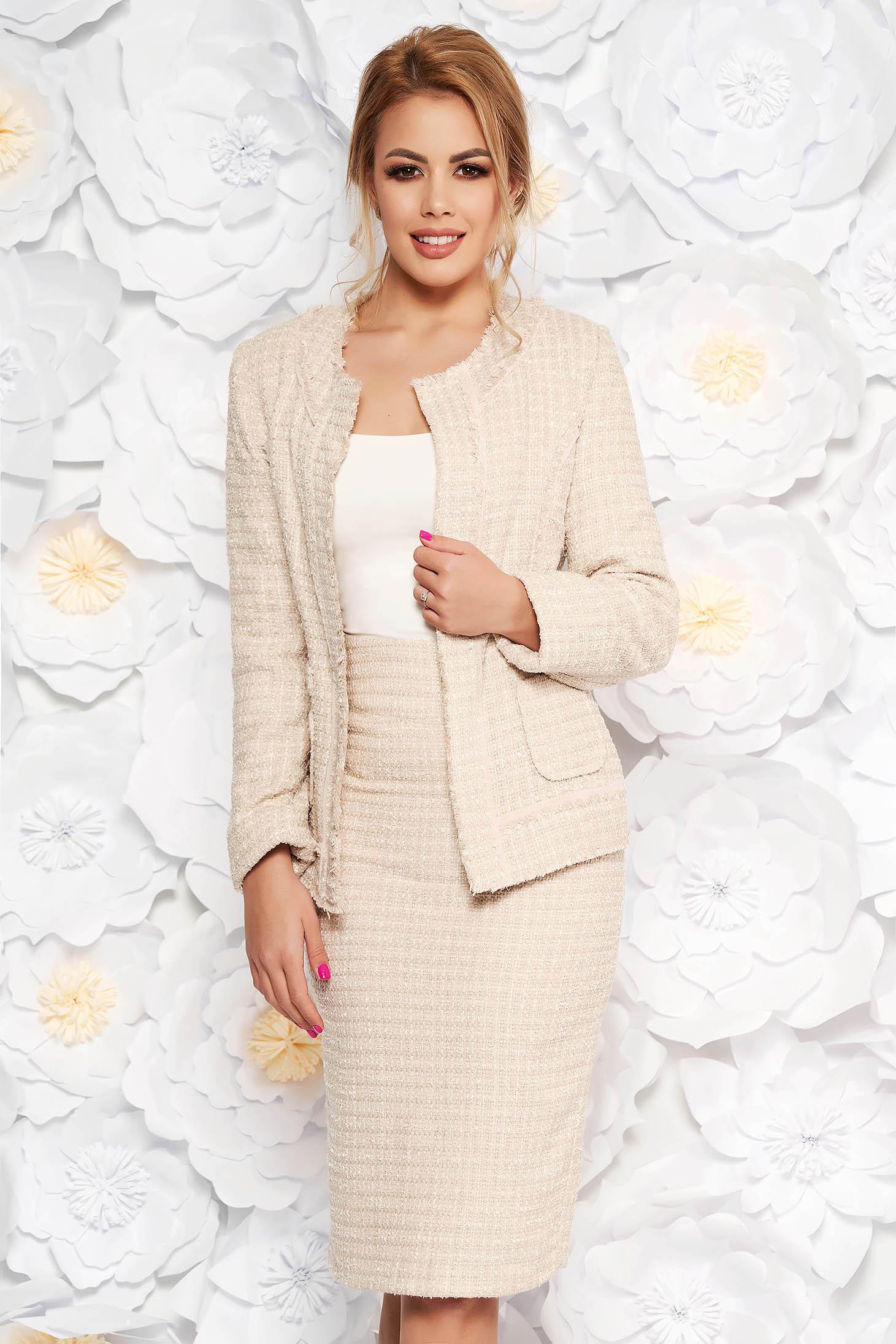 1bb5f88433 Krém irodai női kosztüm karcsusított szabás nem rugalmas anyag belső  béléssel