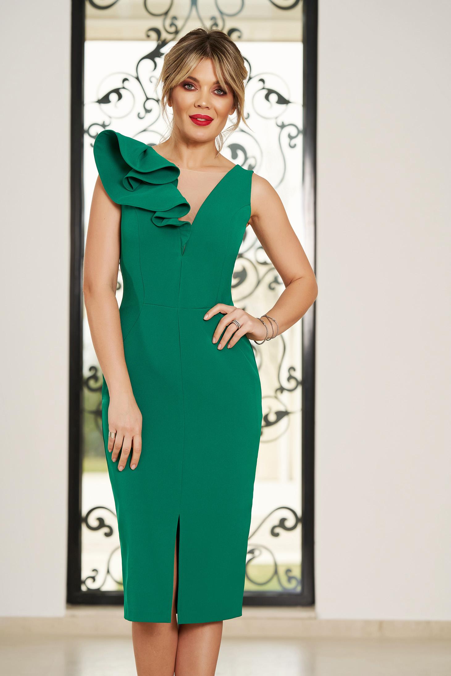 Rochie StarShinerS verde de ocazie cu decolteu in v cu un croi mulat din stofa usor elastica cu volanase