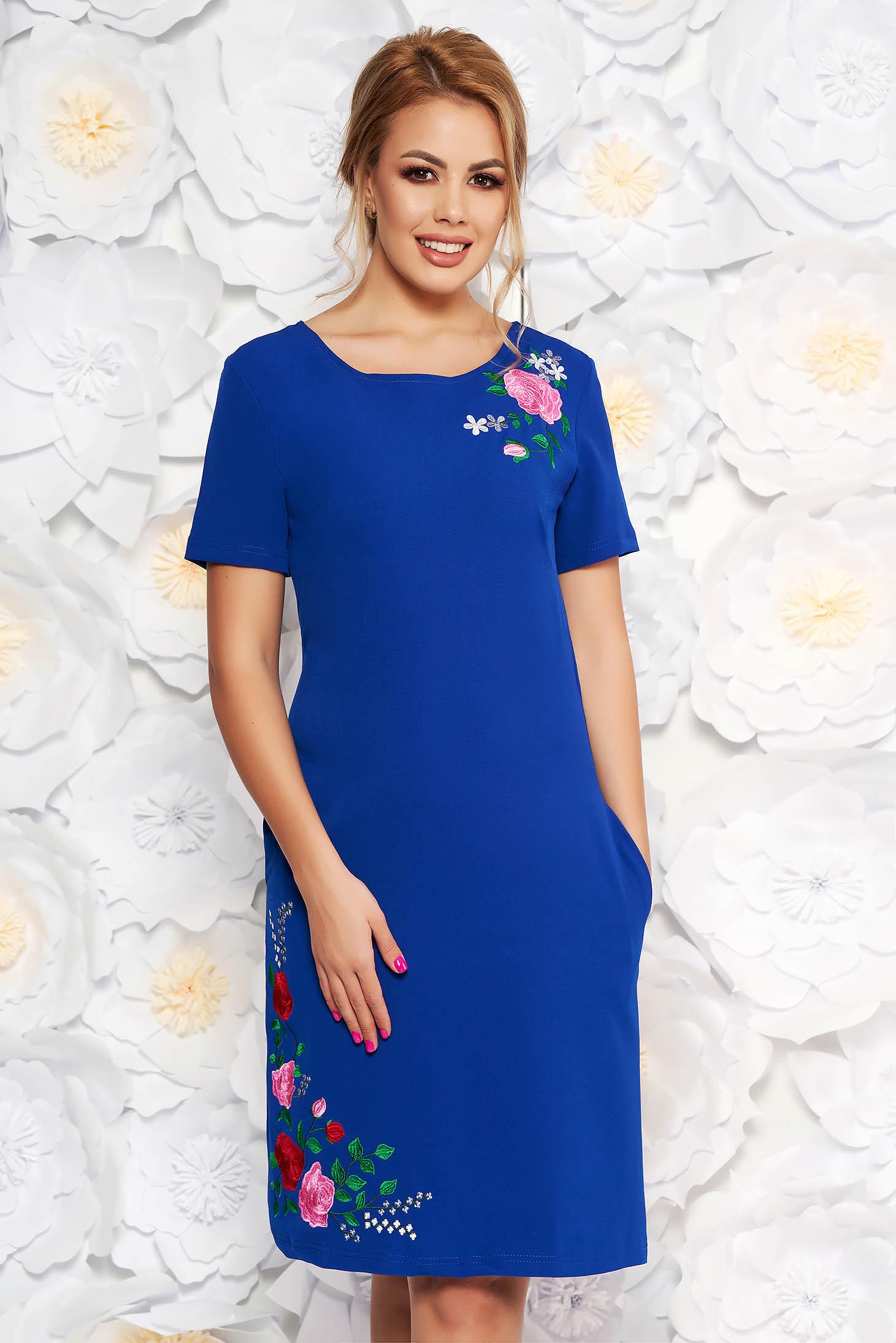 Rochie SunShine albastra de zi cu un croi drept din material elastic cu insertii de broderie