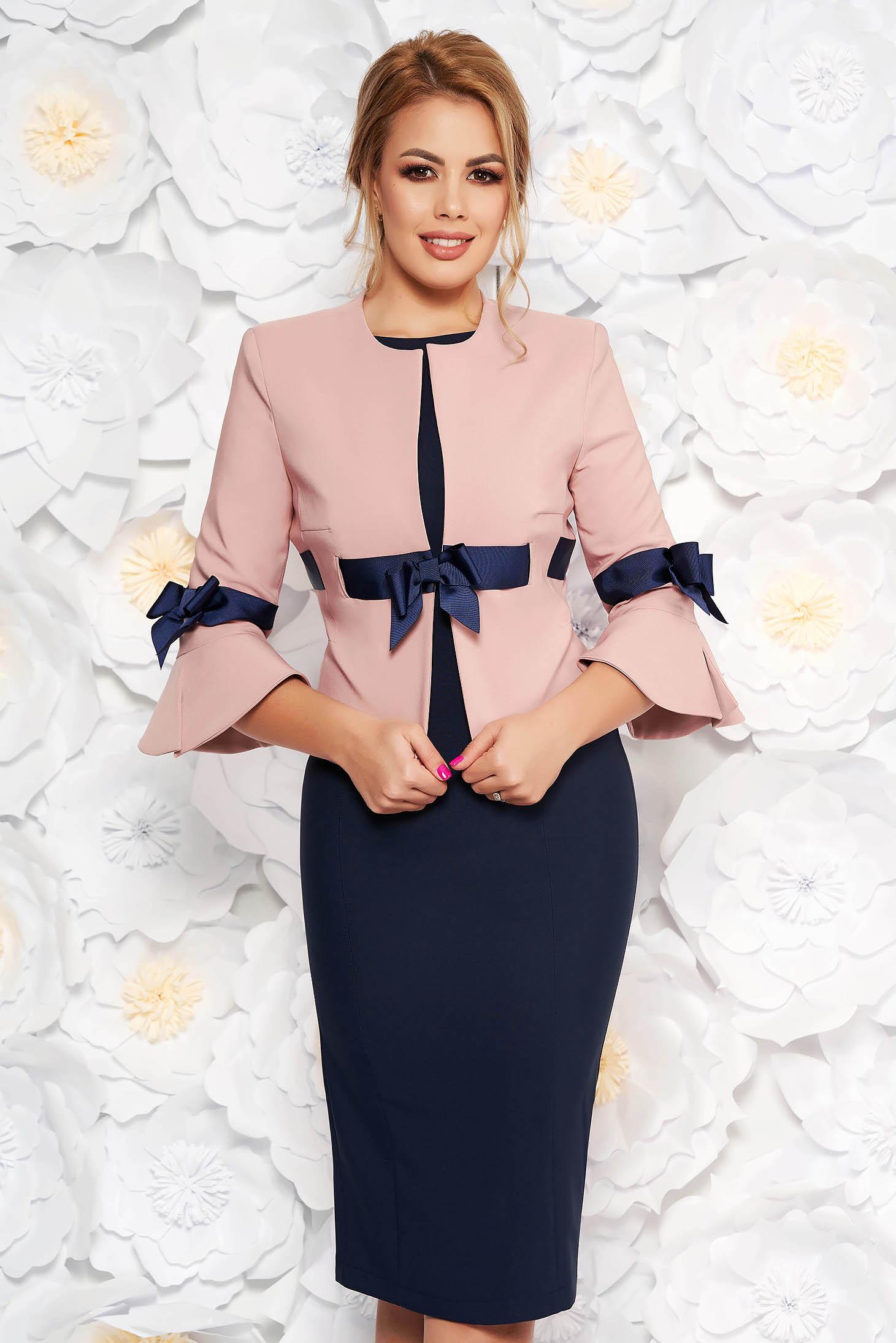 d40a0c7861 Rózsaszínű LaDonna elegáns női kosztüm szövettel harang ujjakkal