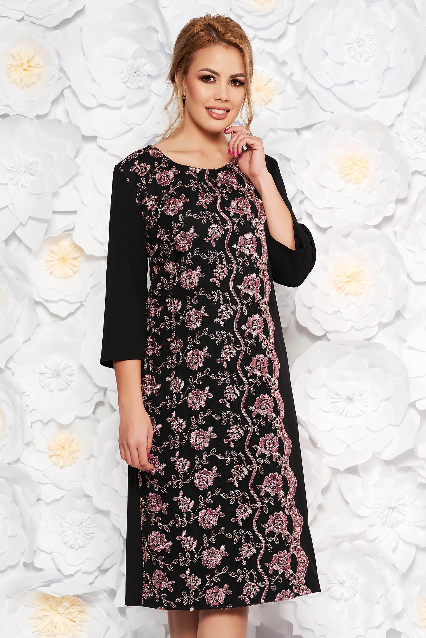 Rochie neagra eleganta midi cu un croi drept din material usor elastic cu aplicatii de dantela