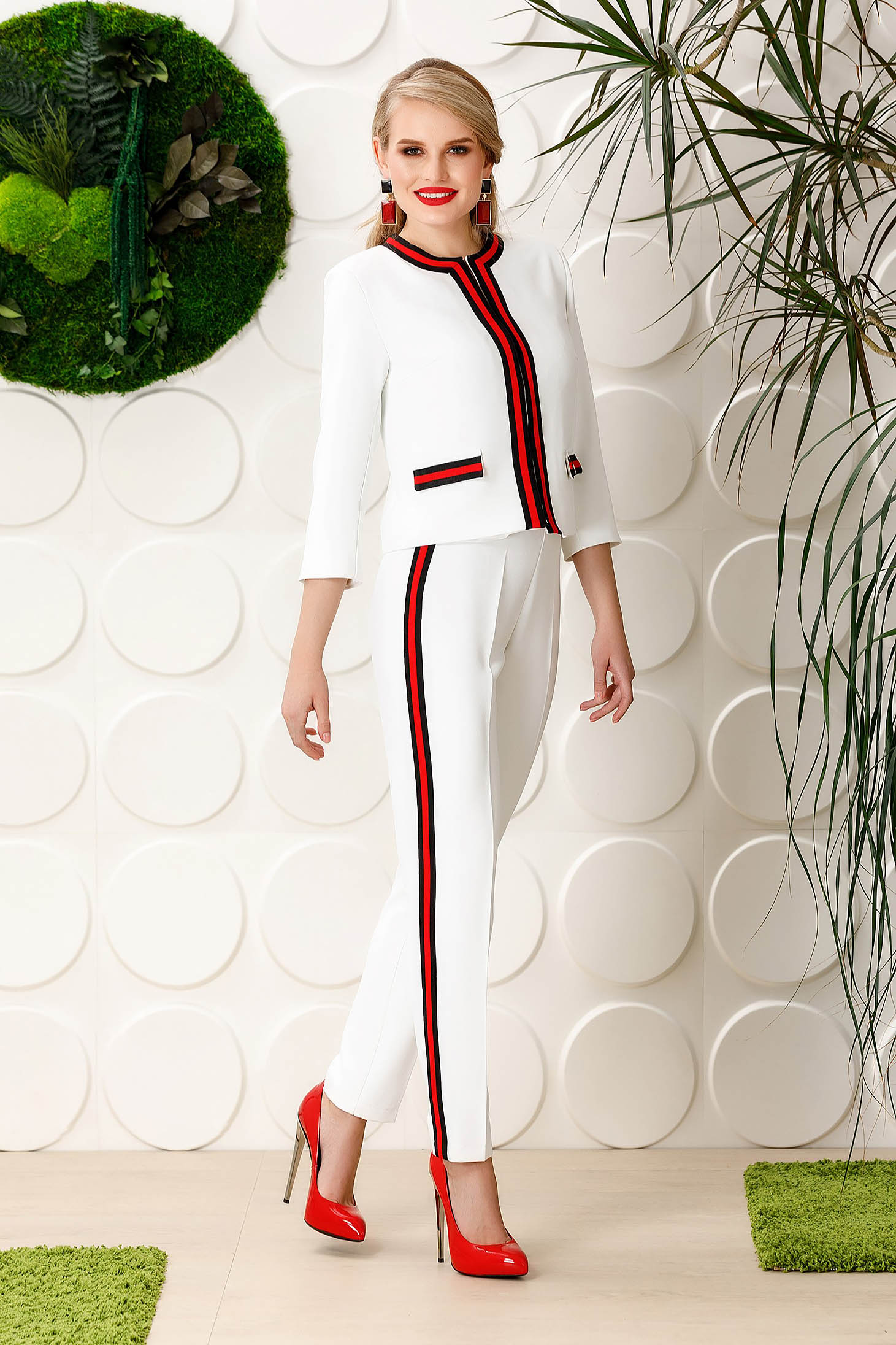 Pantaloni PrettyGirl albe eleganti conici din material usor elastic cu talie inalta