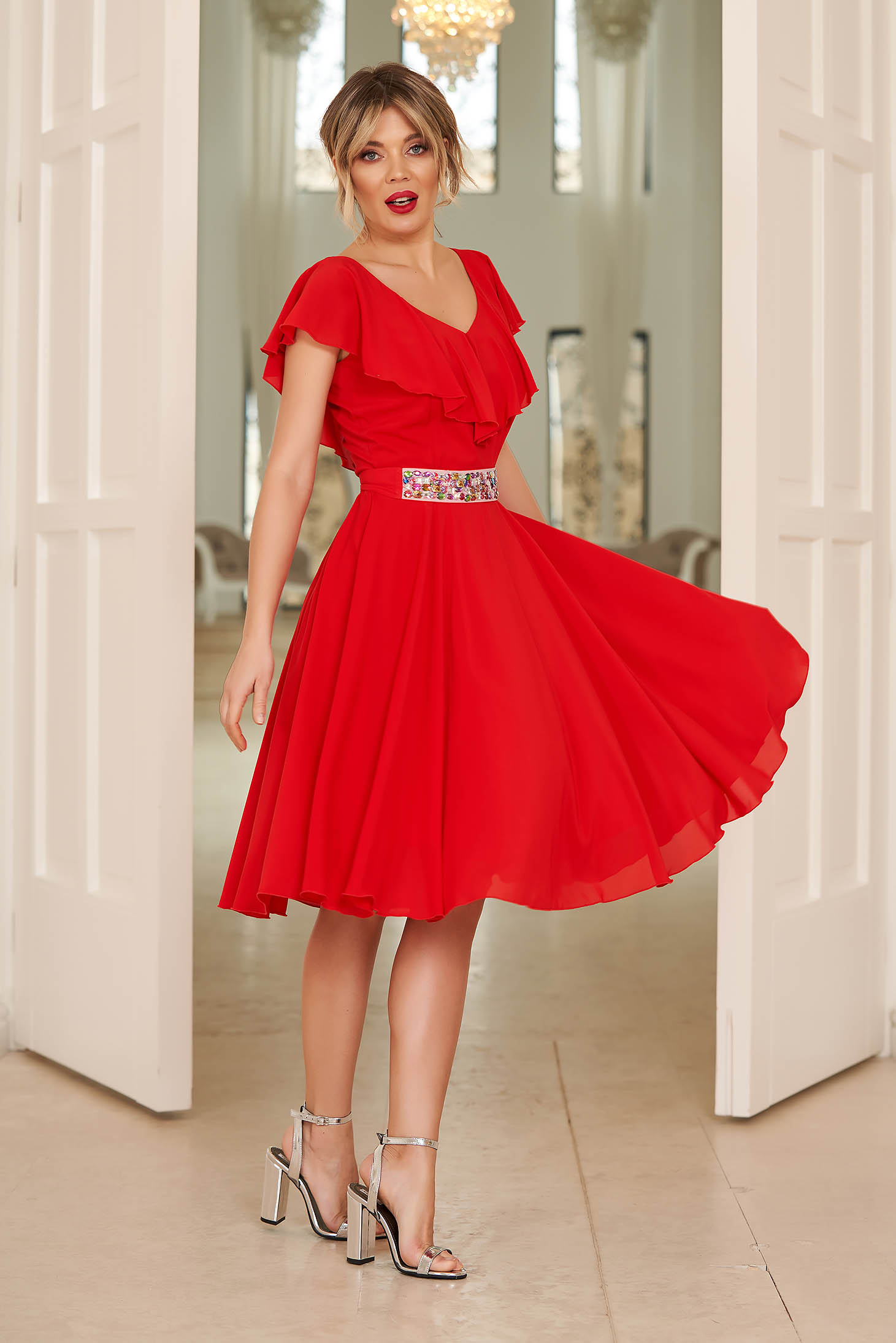 Piros StarShinerS alkalmi fodros harang ruha fátyol anyag övvel ellátva