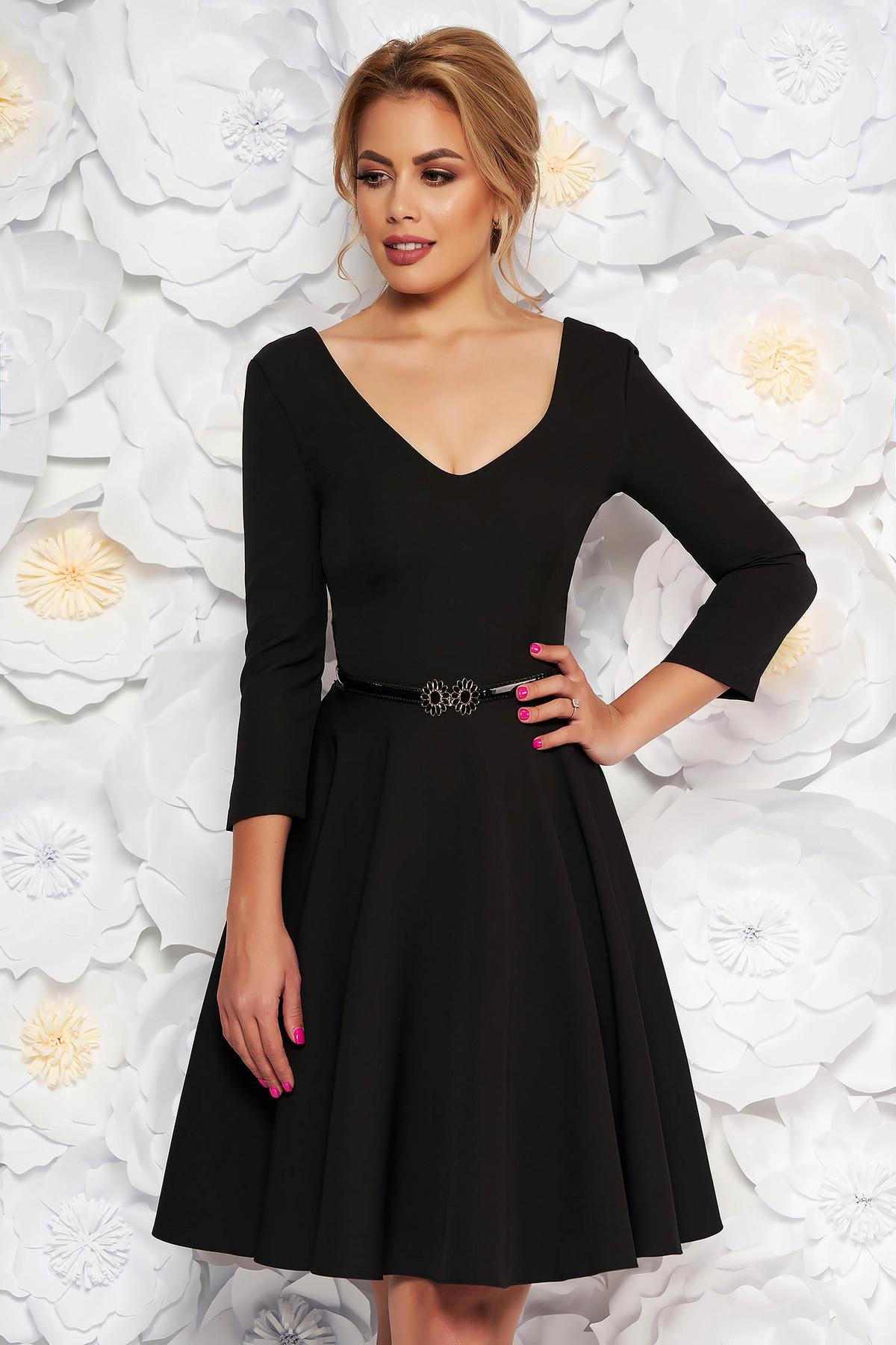 Rochie StarShinerS neagra eleganta in clos din stofa subtire usor elastica cu accesoriu tip curea