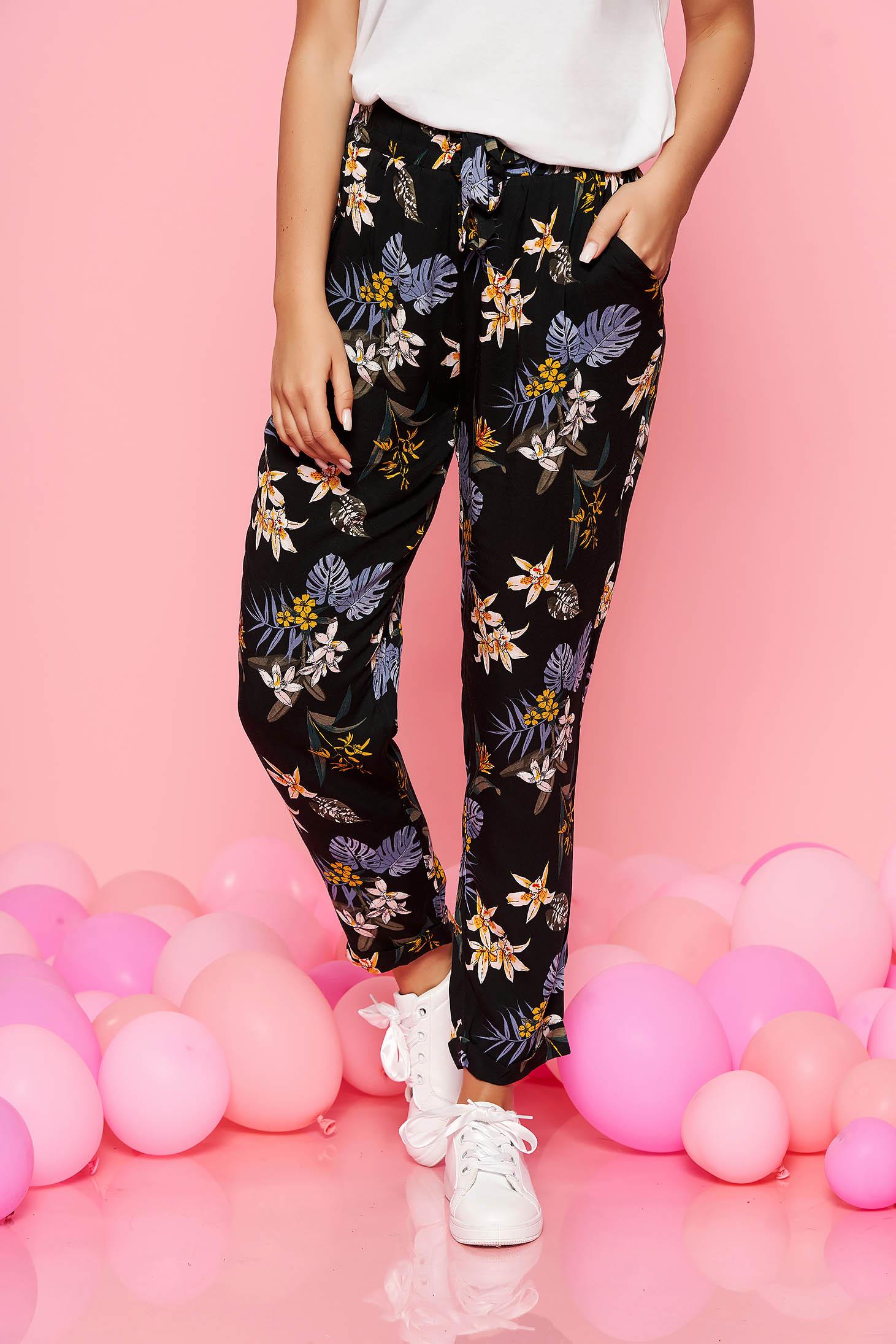 Pantaloni Top Secret negri casual cu talie inalta din material subtire cu imprimeuri florale