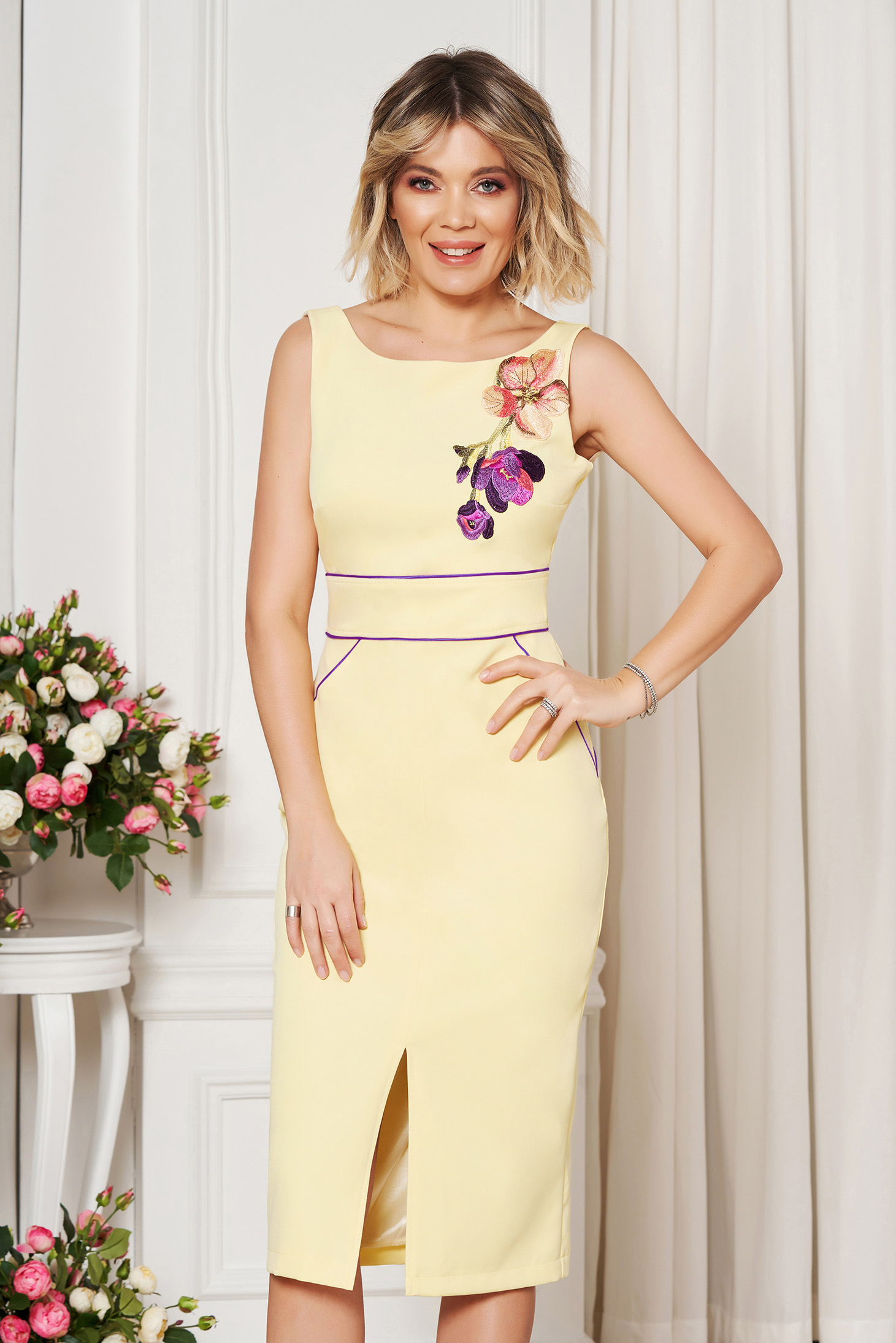 StarShinerS yellow elegant dress with tented cut with embroidery details