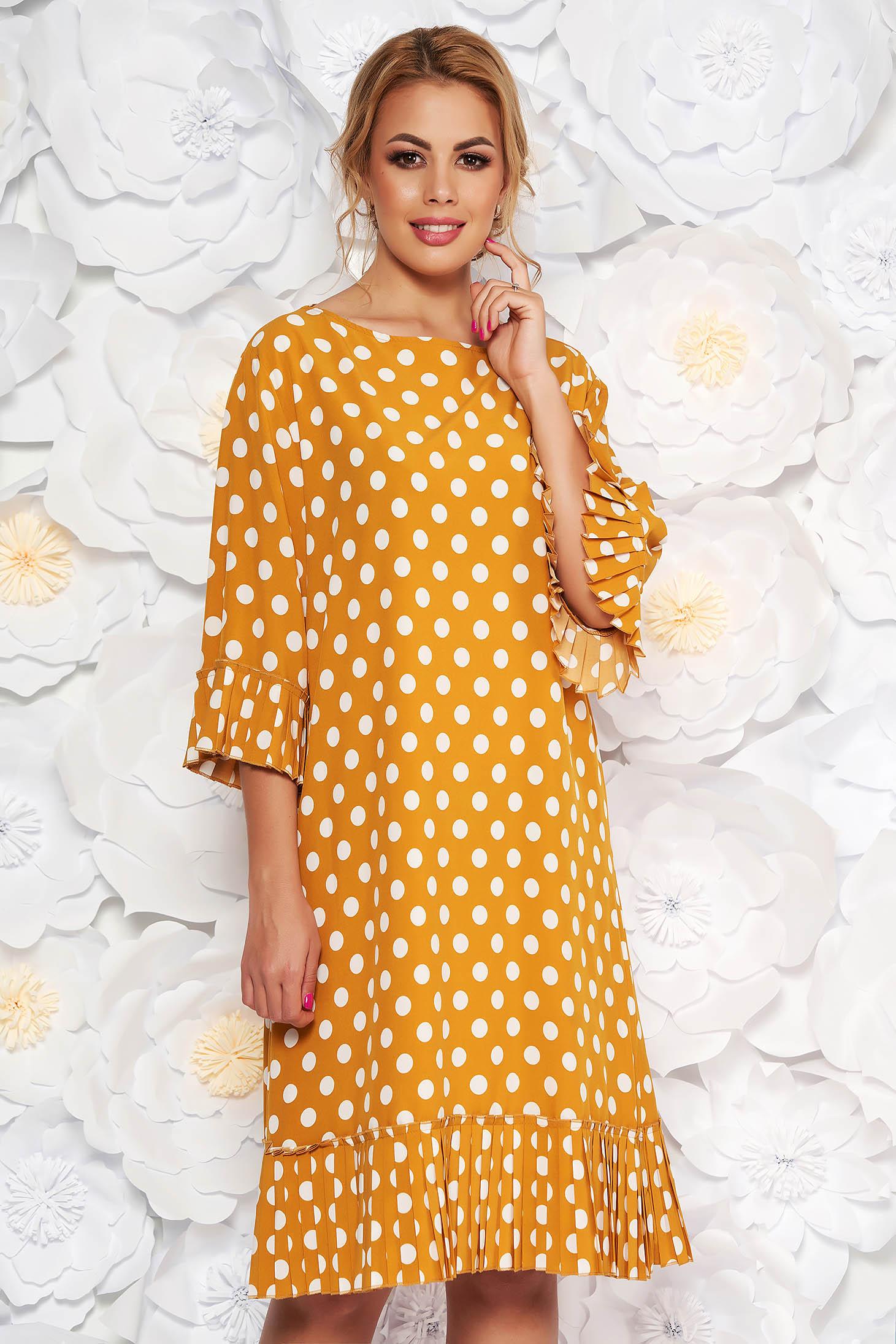 Rochie mustarie de zi cu croi larg cu maneci clopot din material subtire cu buline