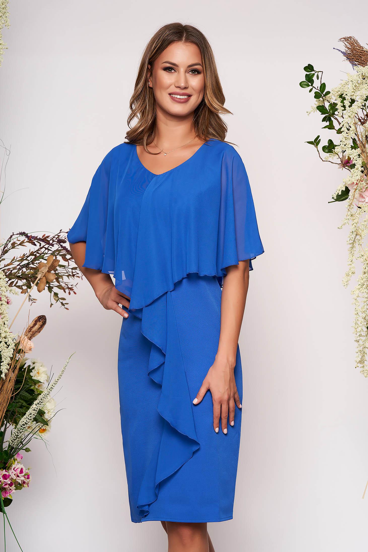 Rochie albastra midi de ocazie fara maneci cu un croi cambrat din stofa subtire usor elastica si suprapunere cu voal