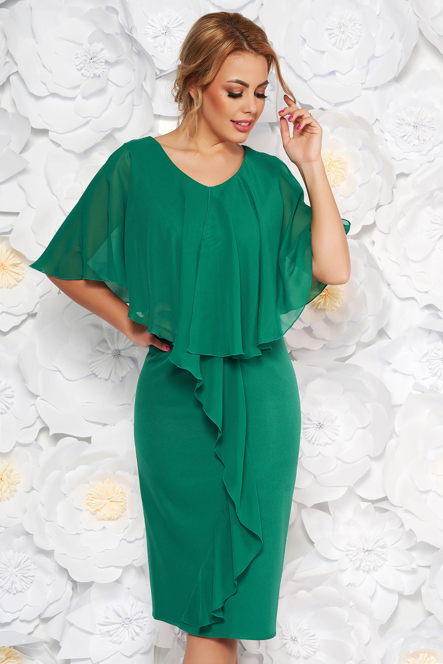 Rochie verde de ocazie midi fara maneci cu un croi cambrat din stofa subtire usor elastica suprapunere cu voal