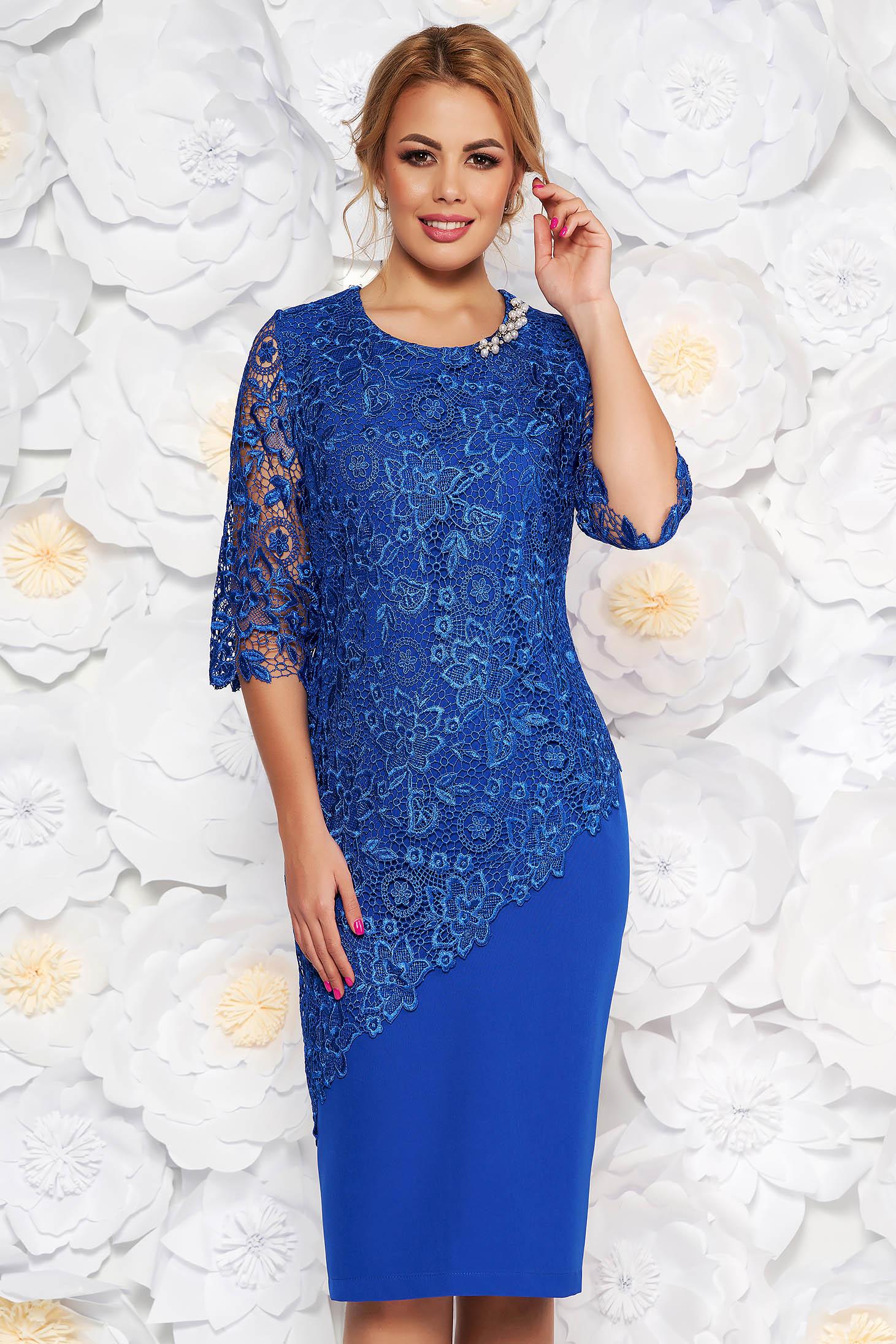 4df3f4658 Kék alkalmi midi ruha 3/4-es ujjakkal szűk szabással enyhén elasztikus  szövetből csipkés átfedéssel