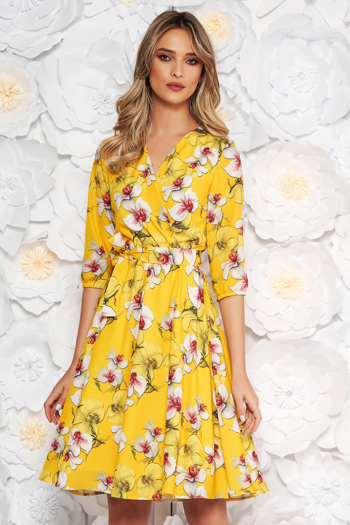 Rochie galbena StarShinerS eleganta in clos cu elastic in talie din material subtire cu imprimeu floral