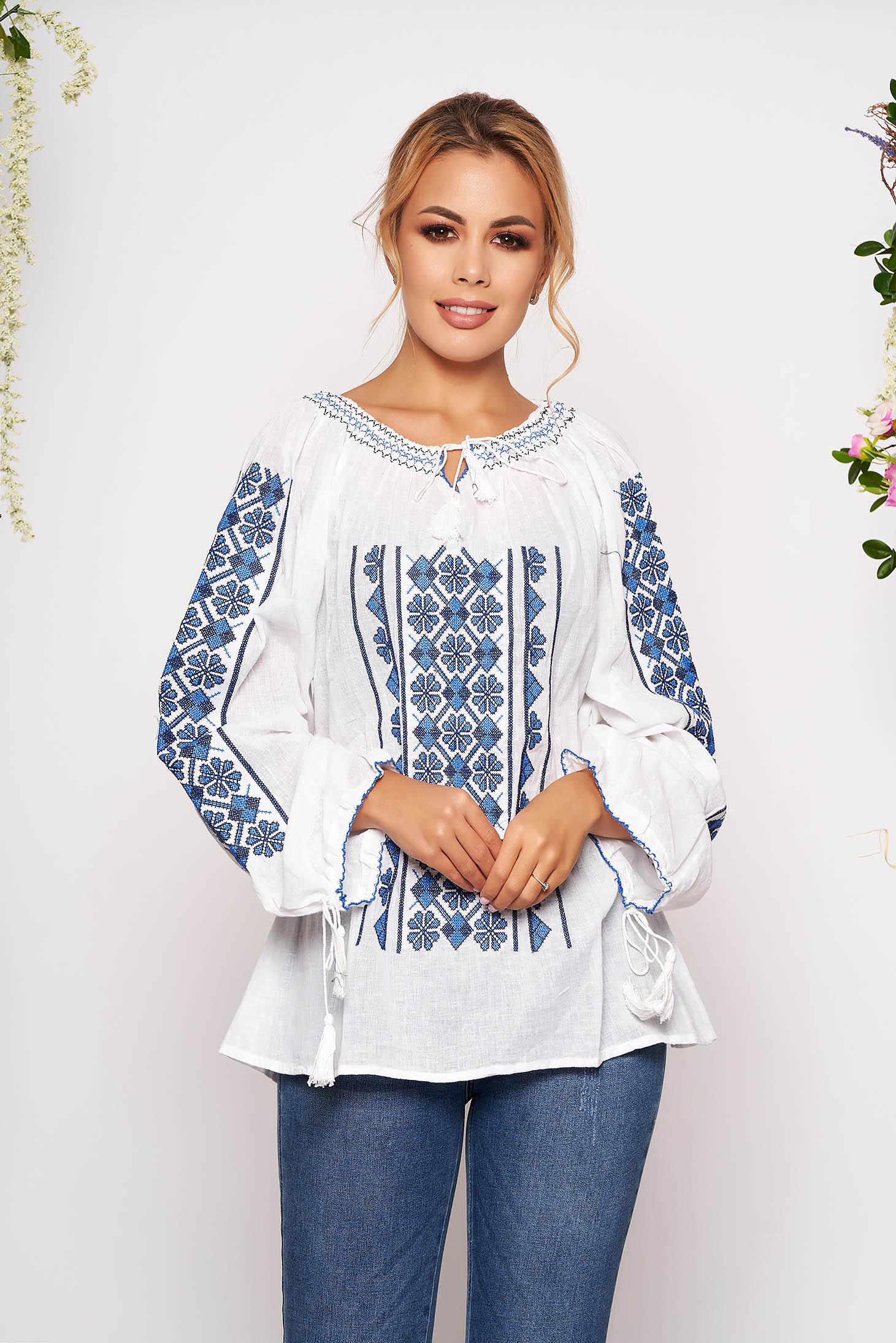 Bluza dama albastra brodata cu croi larg din bumbac neelastic accesorizata cu snur