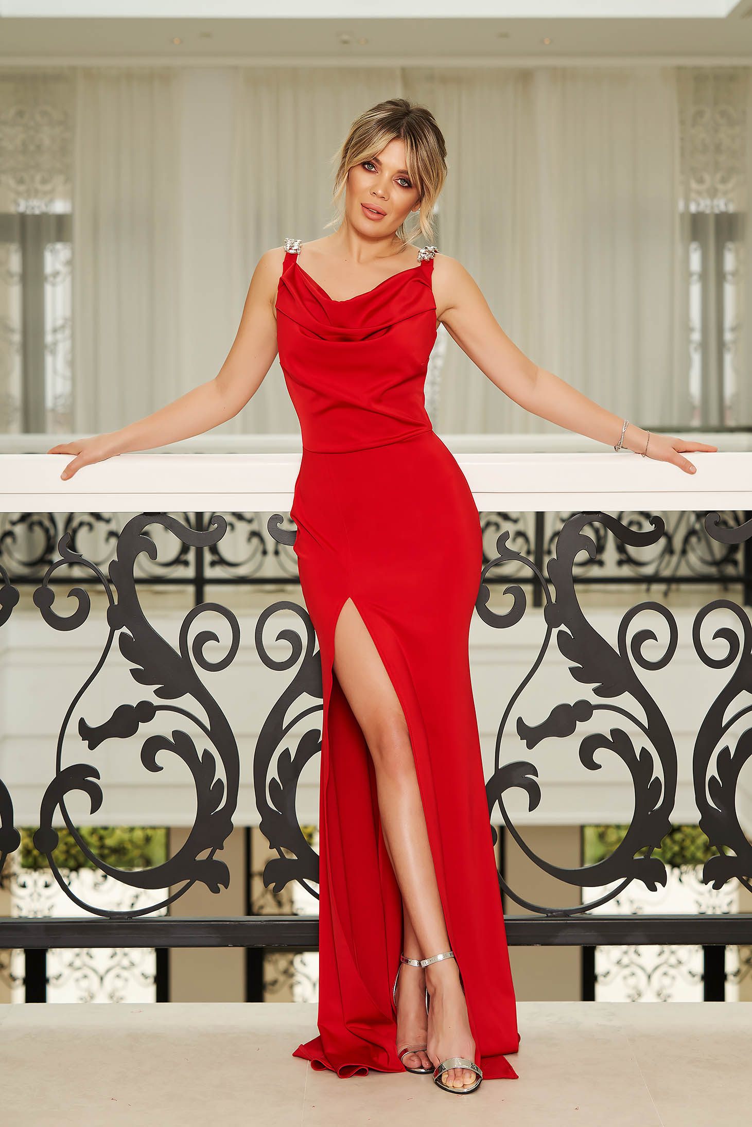 Rochie StarShinerS rosie de ocazie lunga tip sirena fara maneci accesorizata cu pietre stras