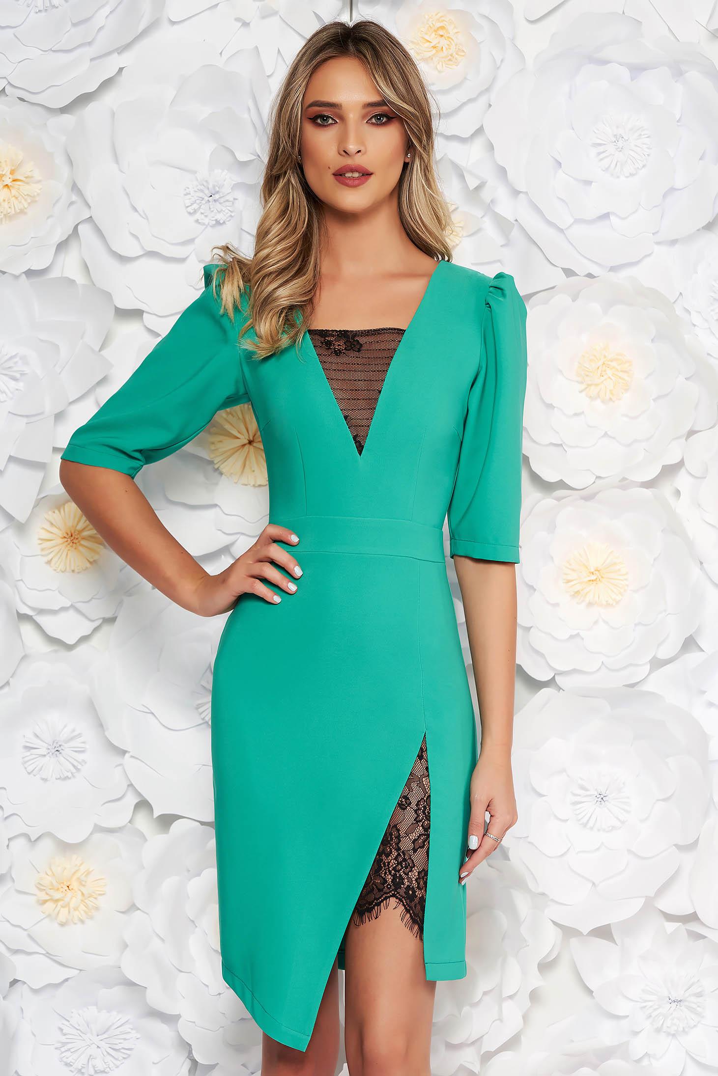 36f12c09d3 Zöld LaDonna elegáns ruha szűk szabás v-dekoltázzsal csipke díszítéssel