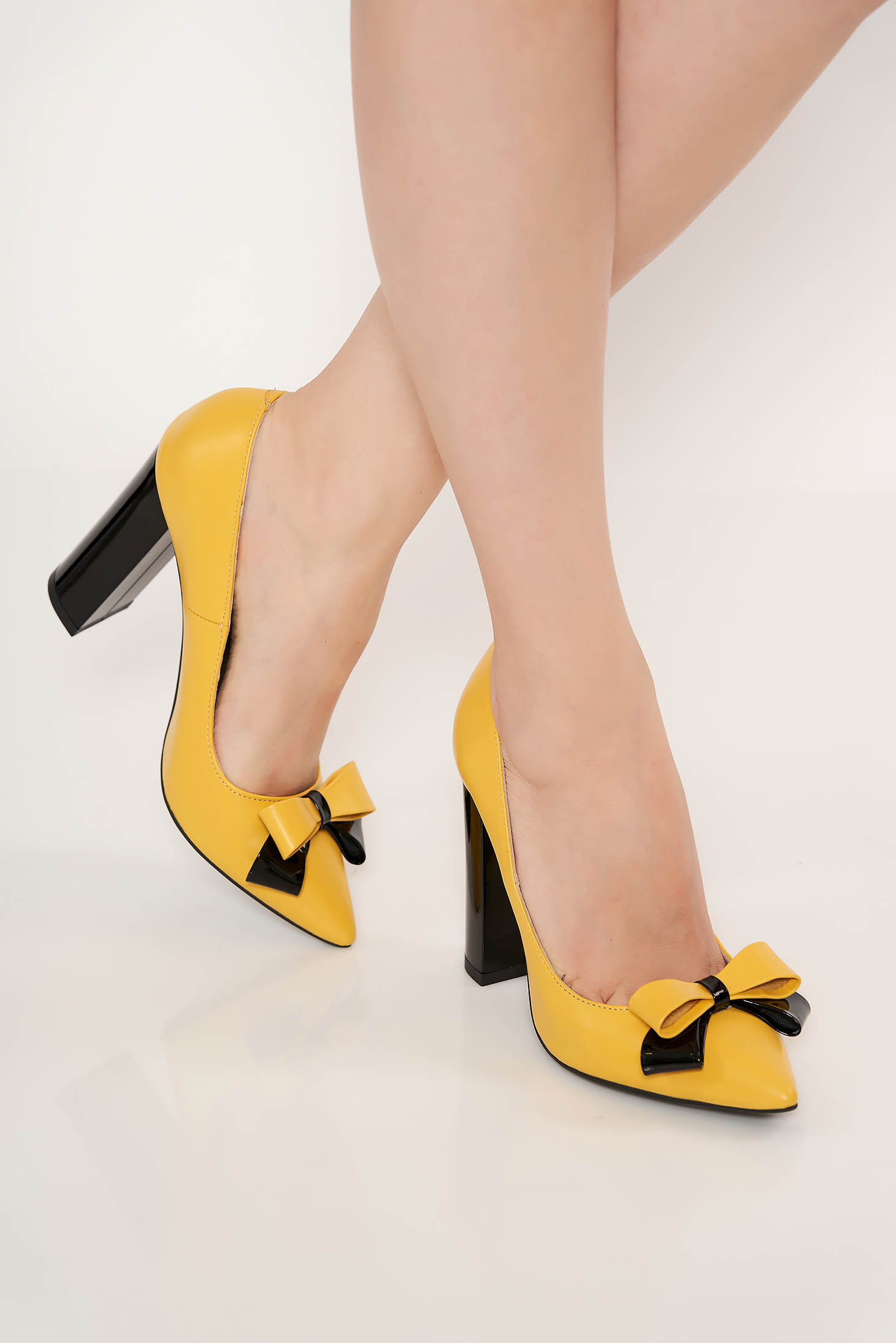 Yellow office shoes natural leather chunky heel slightly pointed toe tip bow accessory