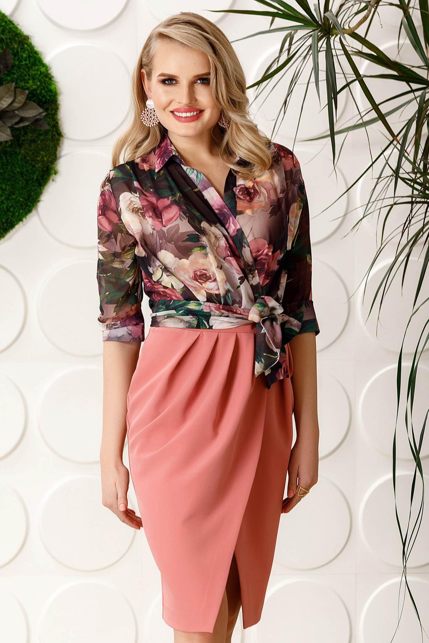 Rochie PrettyGirl rosa eleganta midi cu guler tip esarfa din stofa usor elastica cu decolteu