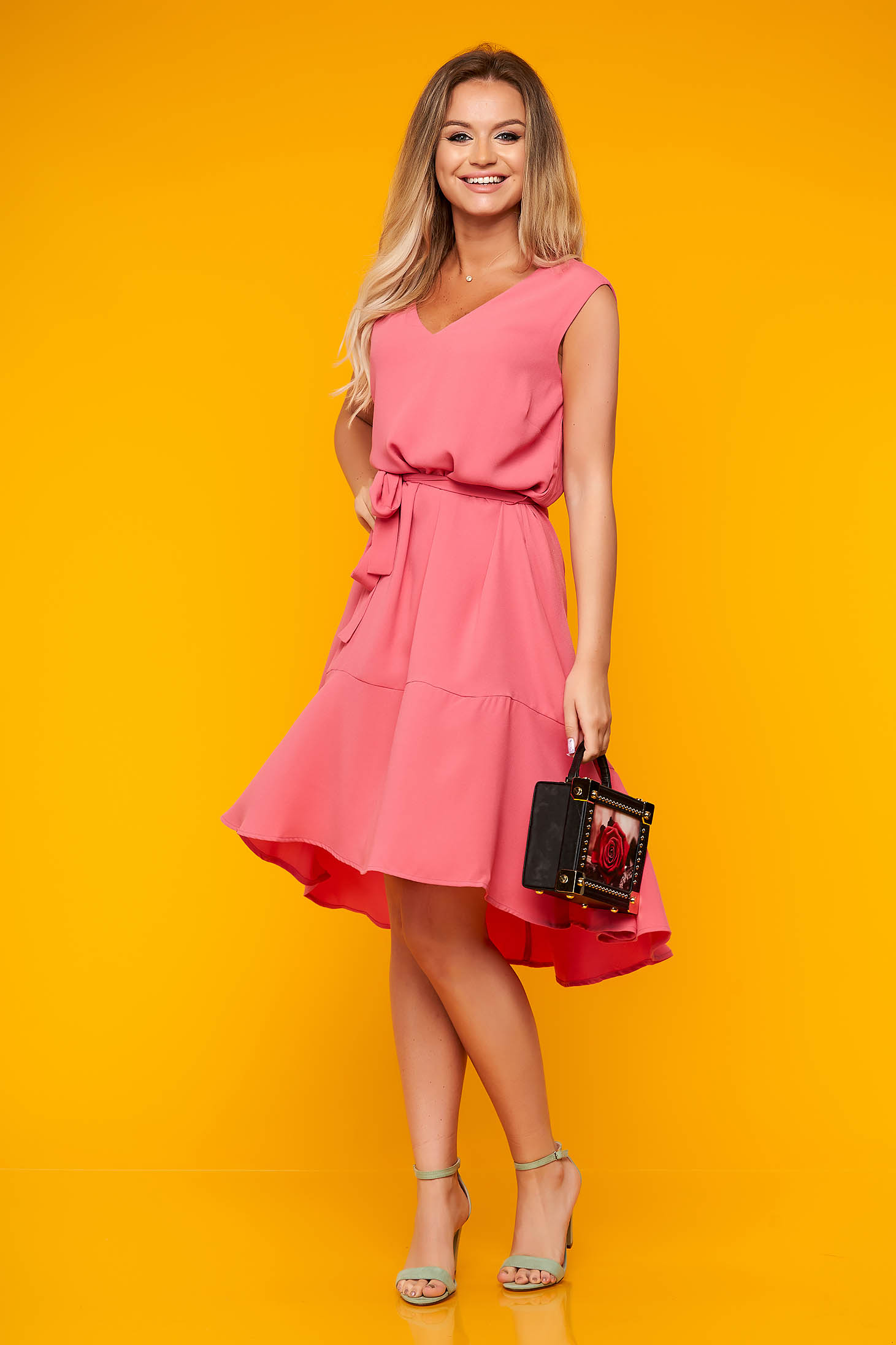 Rochie Top Secret roz de zi asimetrica in clos cu decolteu in v din material subtire