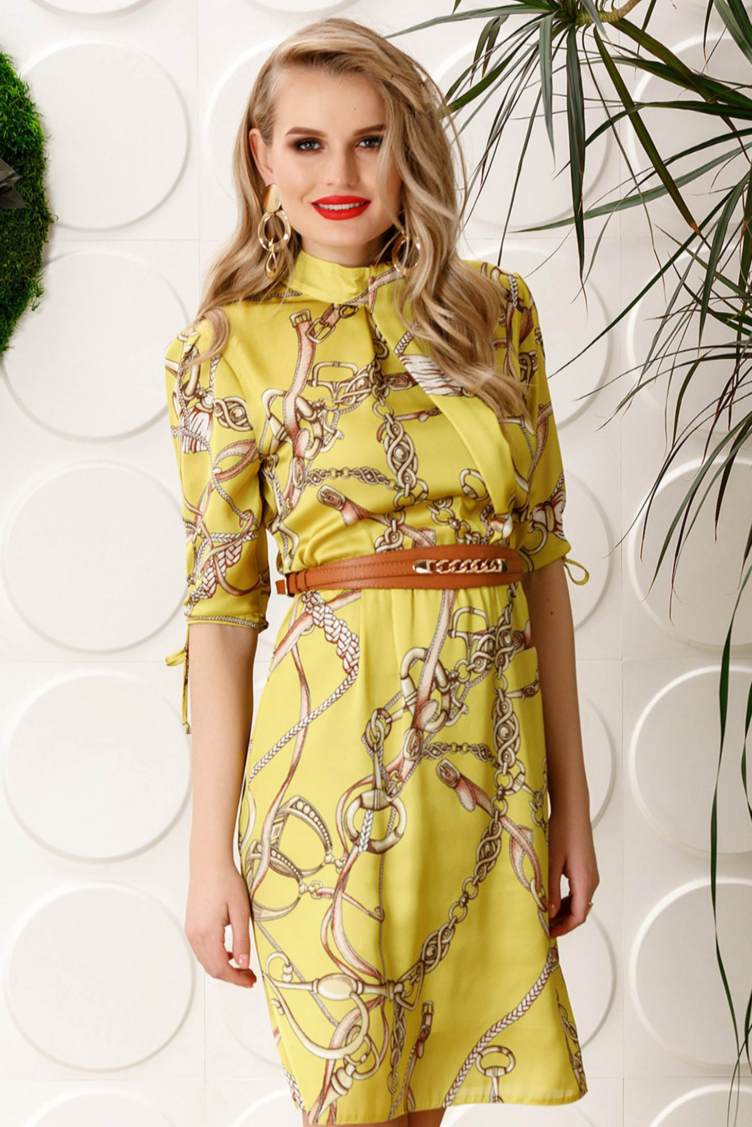 Rochie PrettyGirl galbena eleganta de zi in clos cu elastic in talie cu maneci trei-sferturi din material satinat