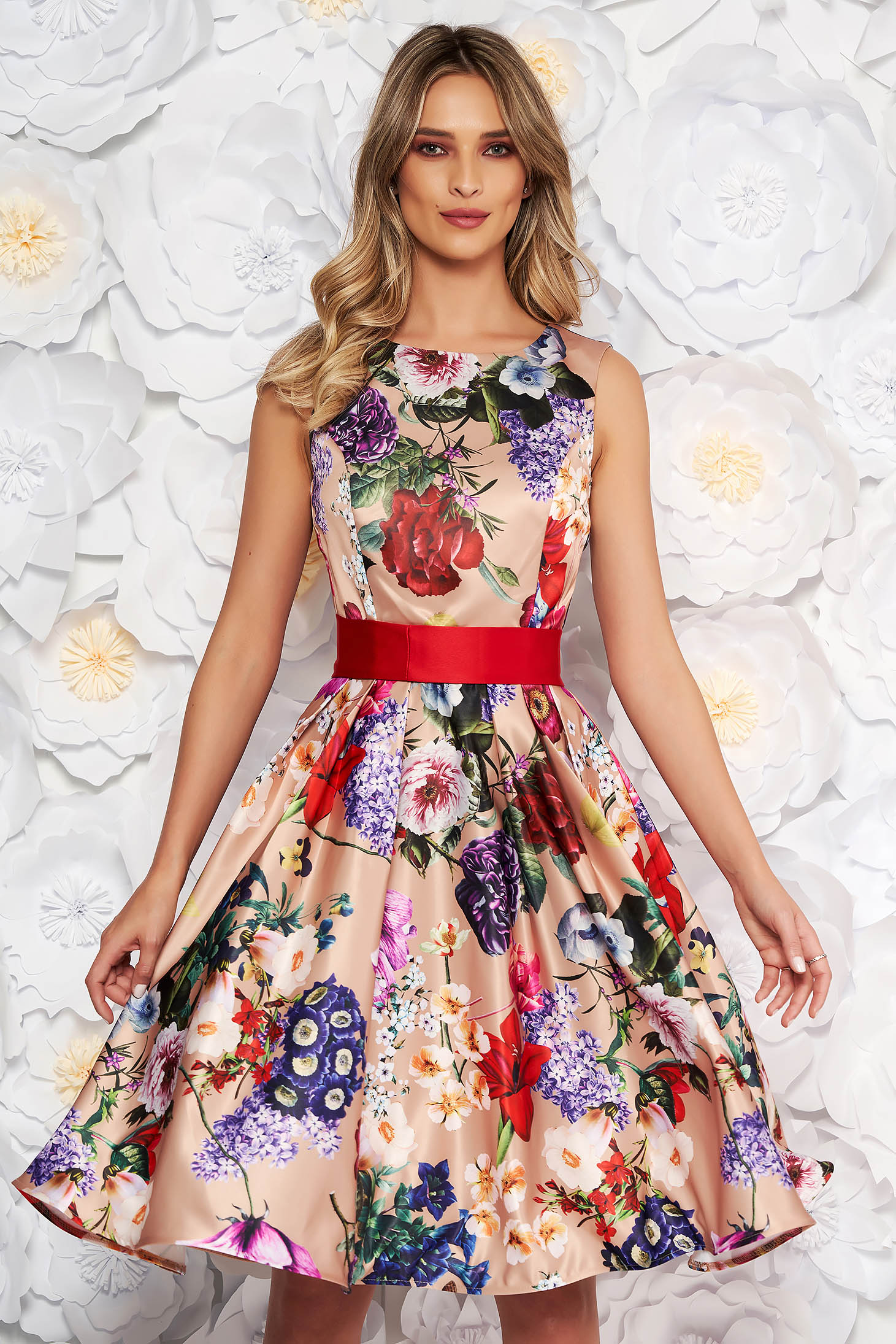 Rochie Artista crem midi de ocazie din satin croi in clos fara maneci accesorizata cu cordon si imprimeu floral