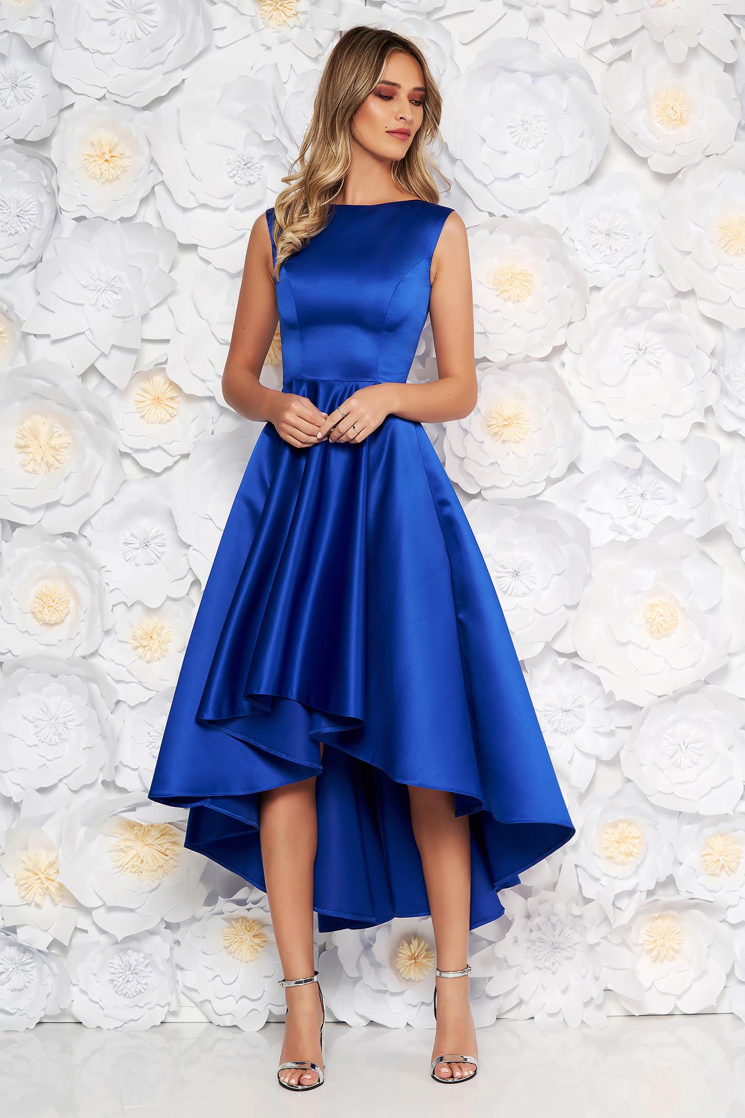 Rochie albastra eleganta asimetrica de ocazie in clos din material satinat fara maneci