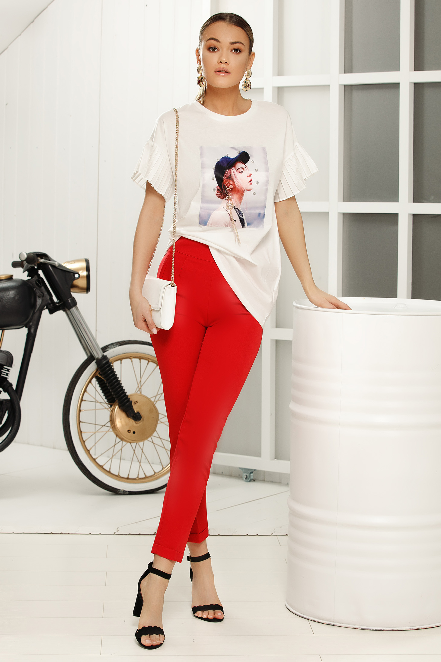 White casual with easy cut t-shirt with ruffled sleeves thin fabric