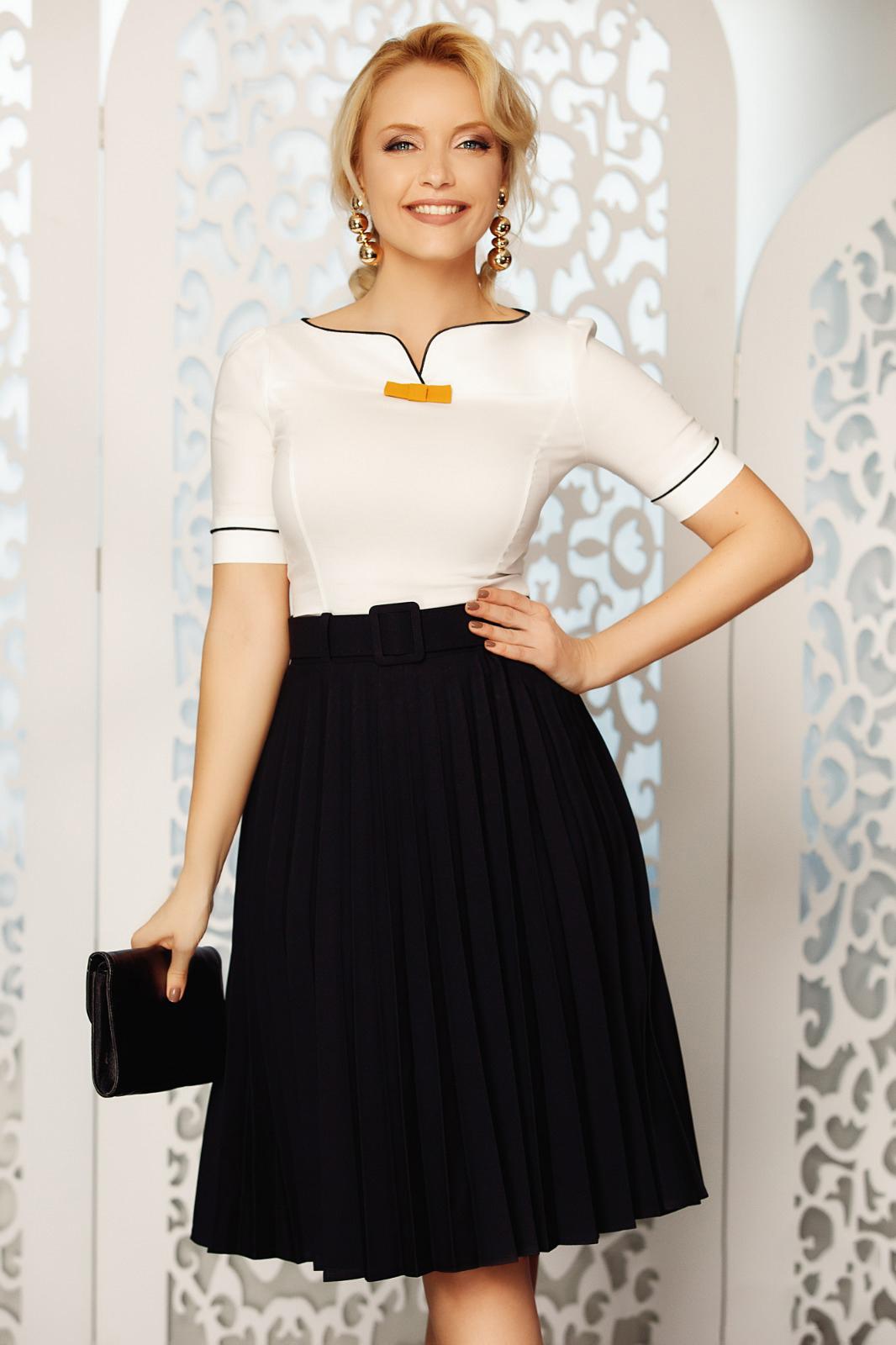 Fofy black elegant folded up cloche skirt high waisted accessorized with belt slightly elastic fabric