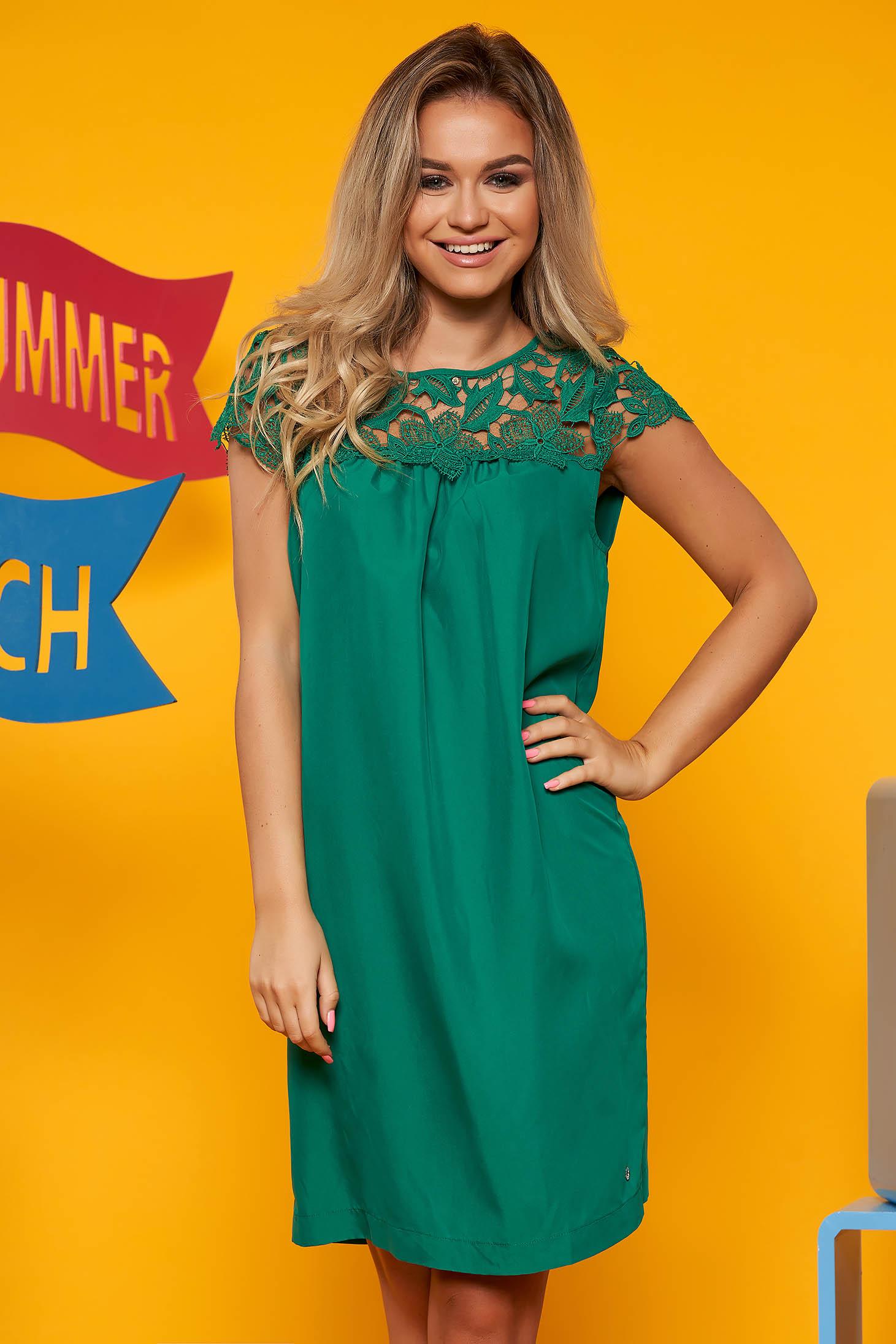 Rochie Top Secret verde de zi cu croi larg din material vaporos cu aplicatii de dantela tricotata