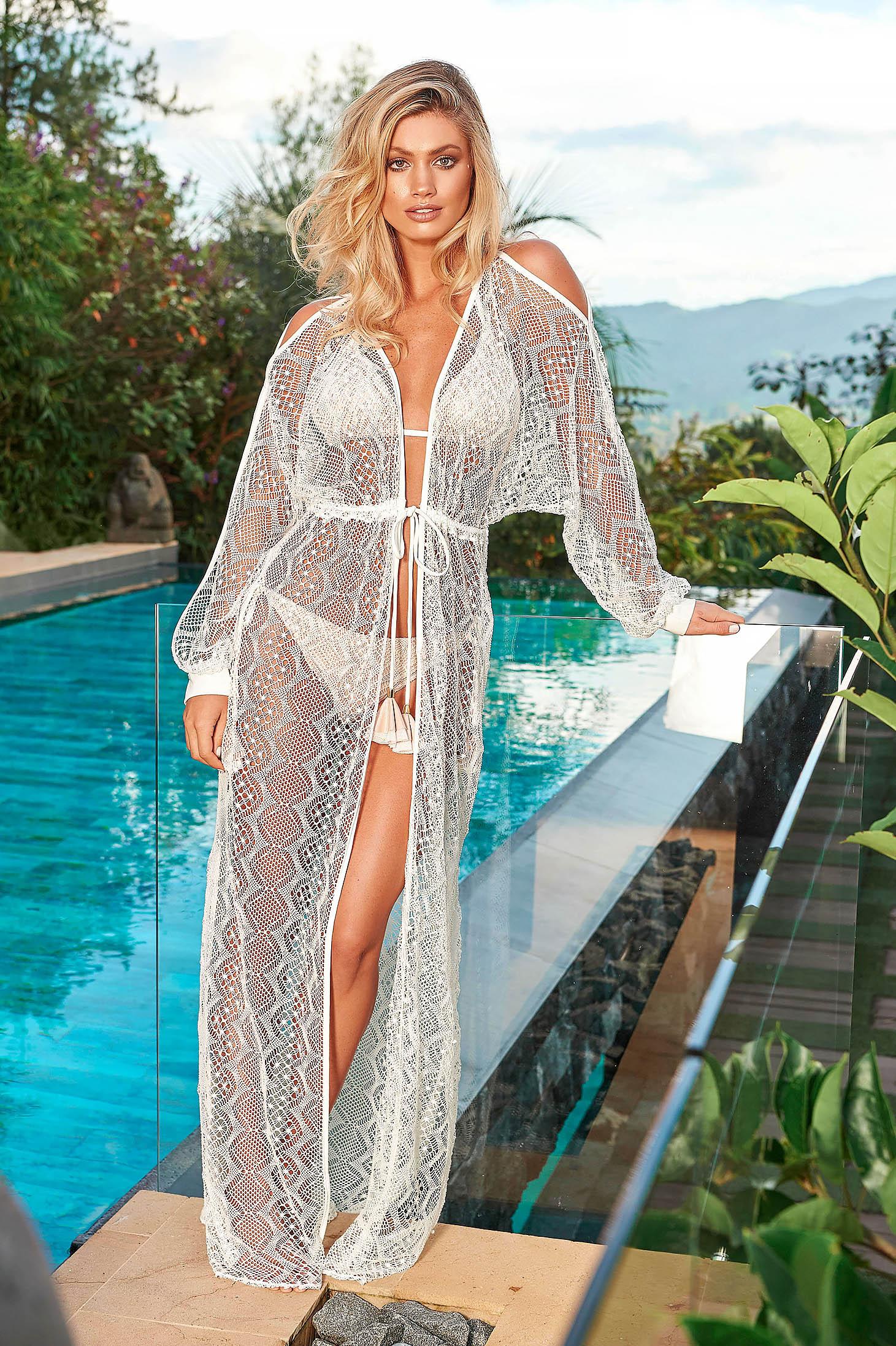 Fehér Cosita Linda strandi bő szabású ruha hosszú ujjak kivágott vállrésszel derékban zsinórral köthető meg