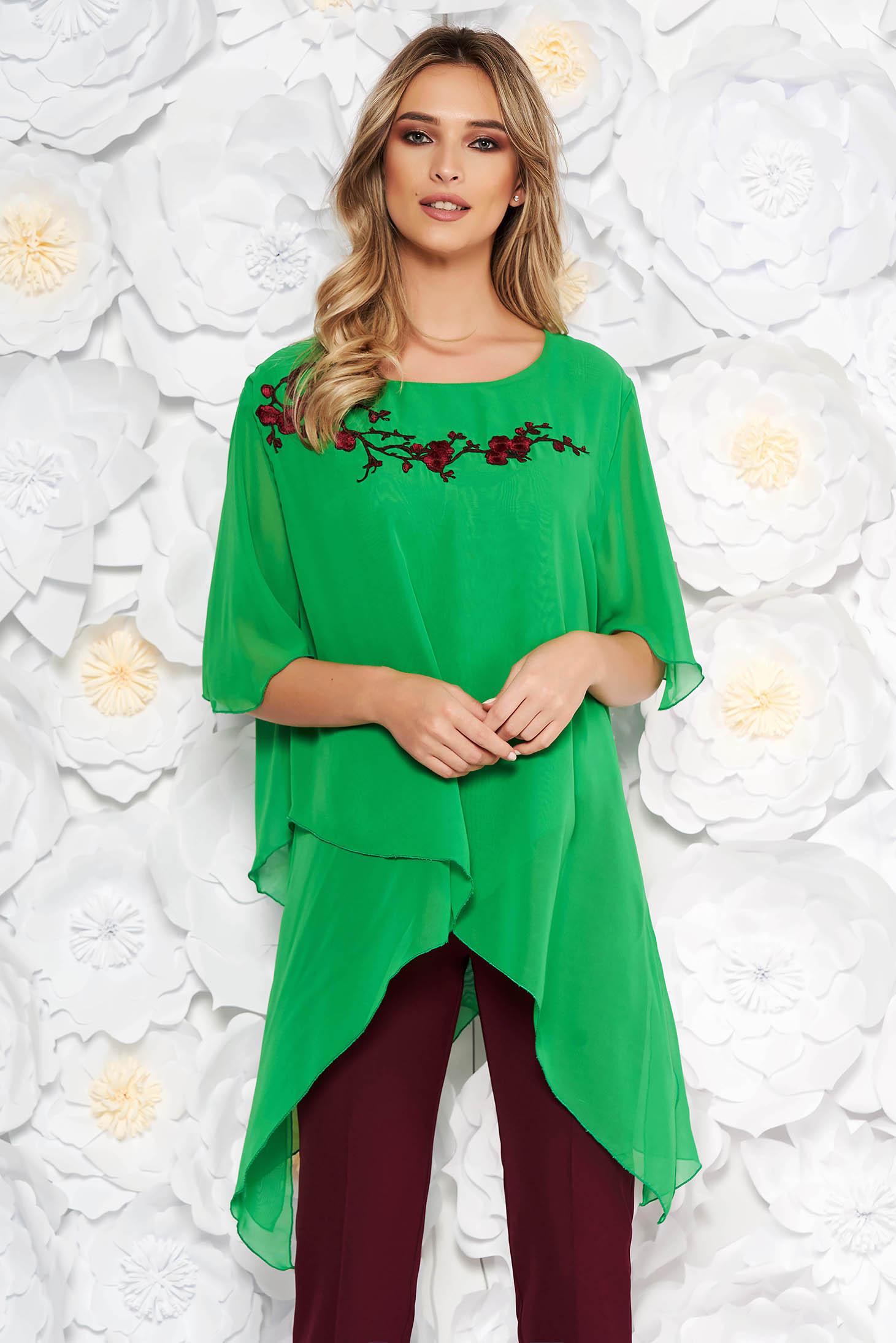 Bluza dama verde eleganta din voal cu croi larg asimetrica si broderie aplicata