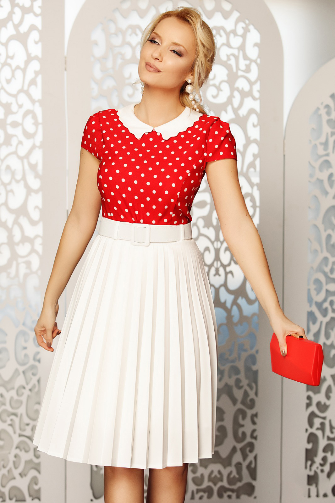 Fofy white elegant folded up cloche skirt high waisted accessorized with belt slightly elastic fabric
