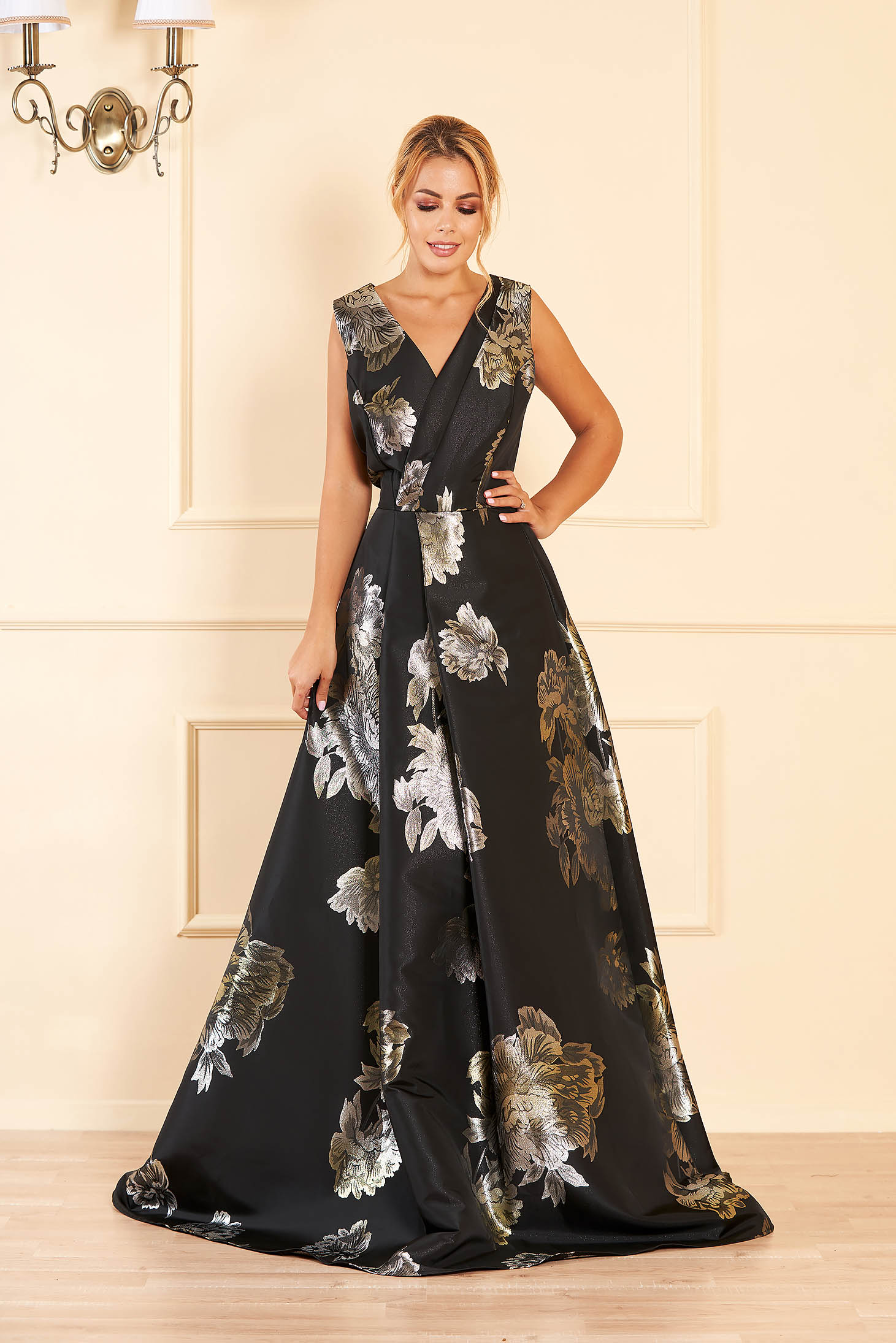 Rochie neagra de ocazie in clos cu decolteu in v cu imprimeu floral
