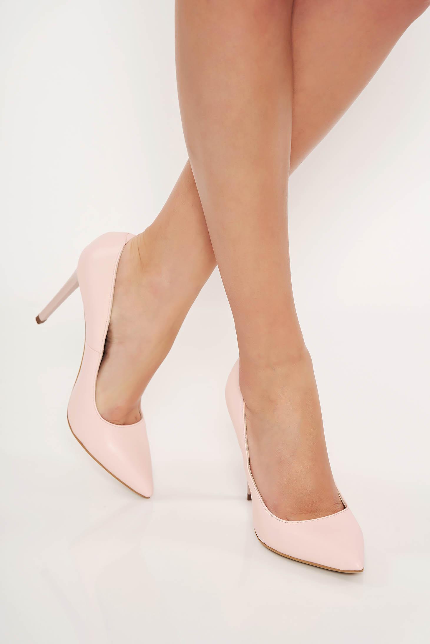 Világos rózsaszín irodai cipő stiletto enyhén hegyes orral