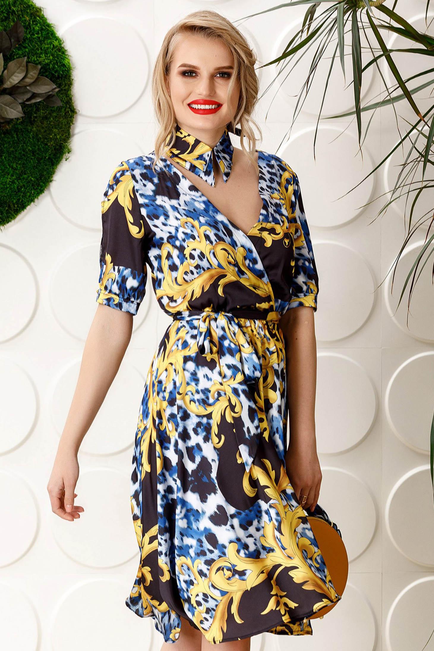 Rochie PrettyGirl albastra de zi din material satinat in clos cu elastic in talie cu decolteu in v accesorizata cu cordon