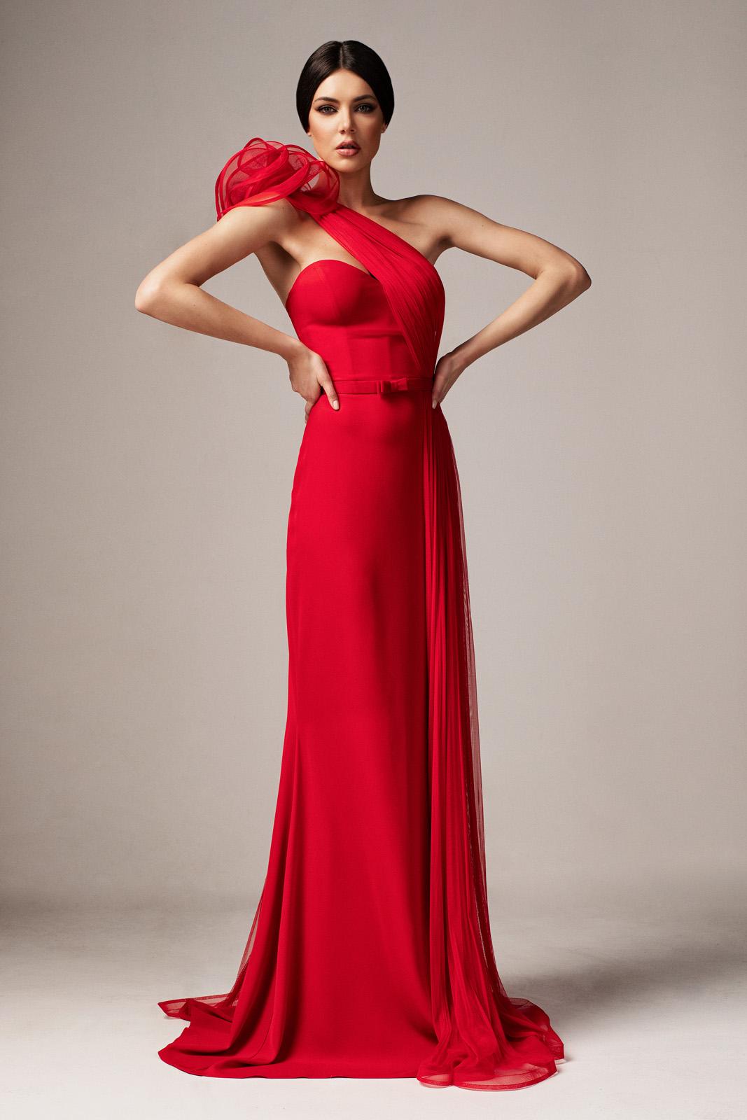 878b59dc96 Piros Ana Radu alkalmi hosszú szirén tipusú ruha szivacsos mellrész szűk  szabás