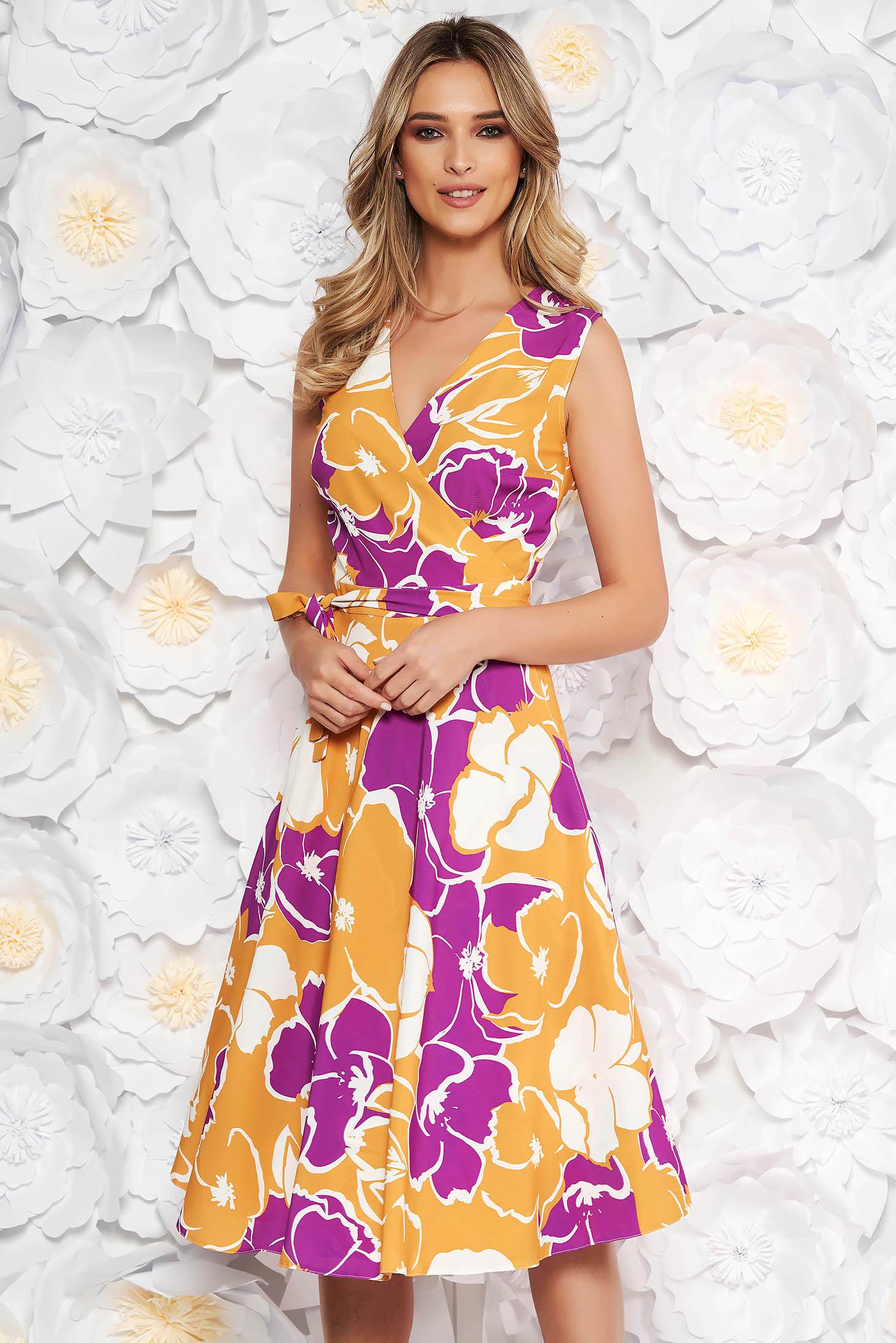 Rochie mustarie de zi in clos cu decolteu in v din material fin la atingere cu imprimeuri florale
