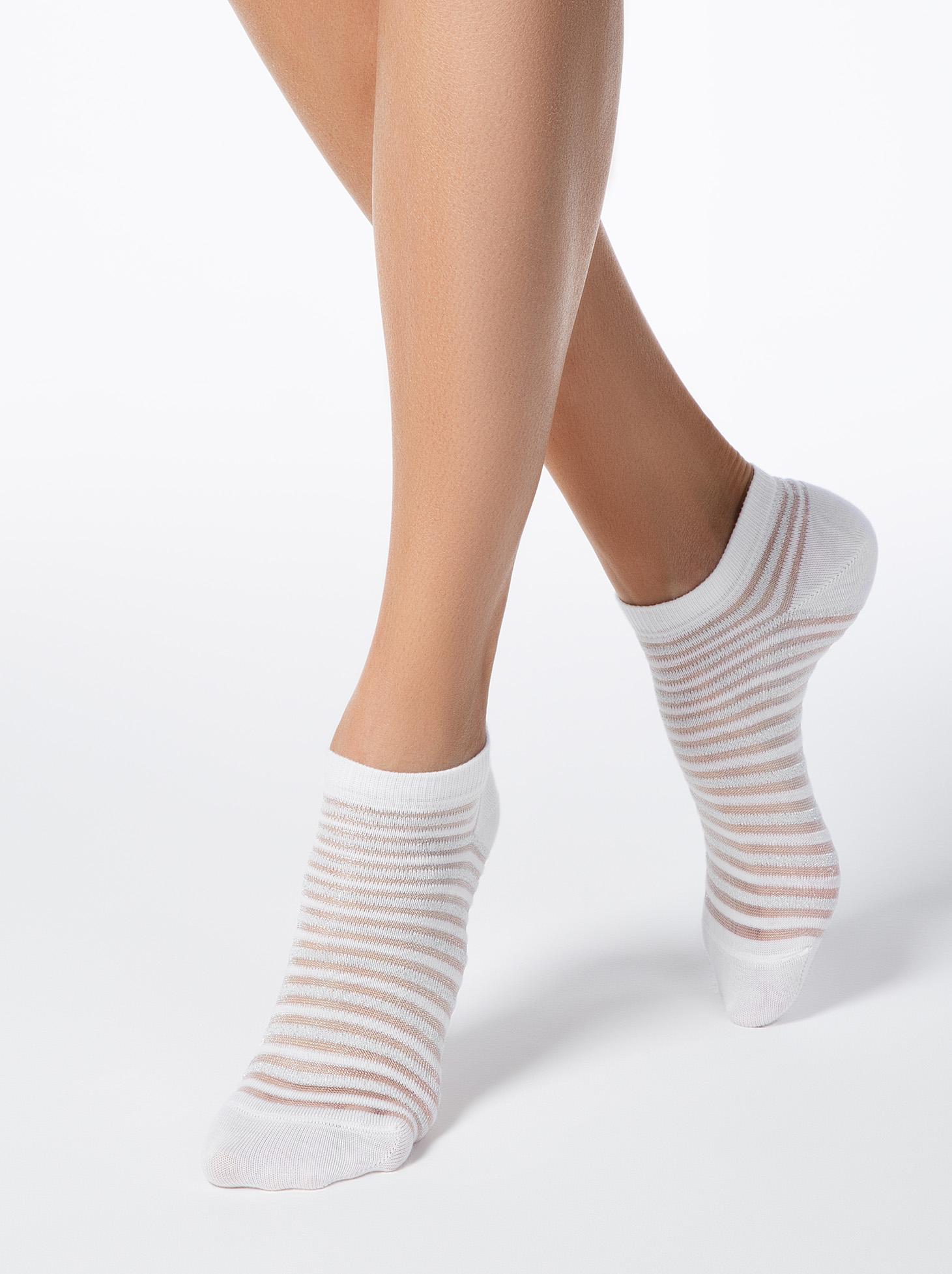 Sosete albe din bumbac elastic calcai curbat