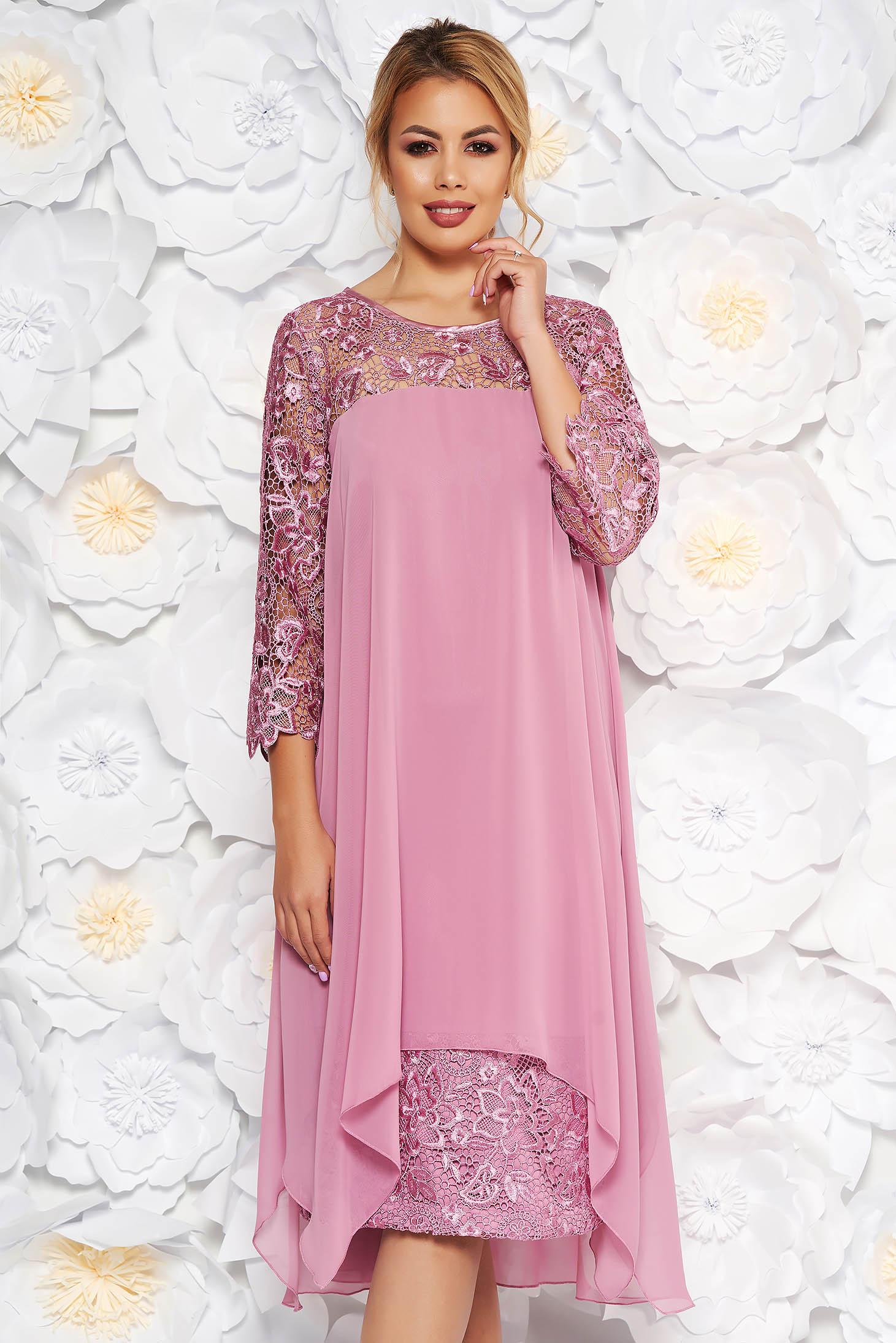 Rochie roz deschis de ocazie din voal cu un croi drept si maneci din dantela