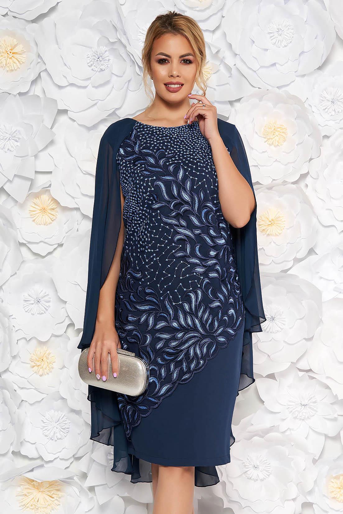 Rochie albastru-inchis midi cu un croi drept de ocazie din stofa subtire usor elastica suprapunere cu dantela si voal