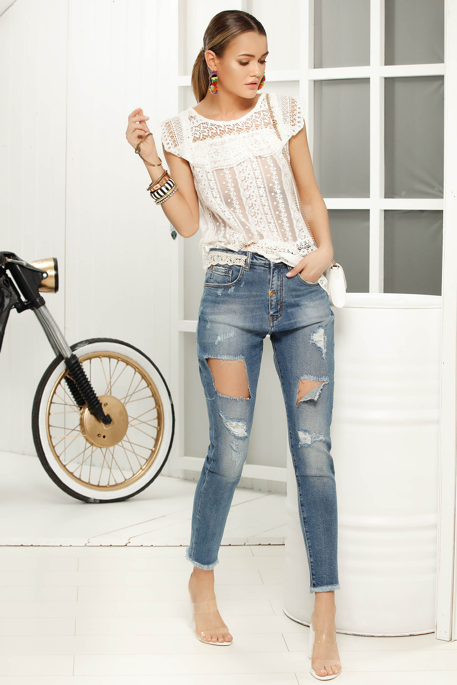 Blue skinny jeans jeans with ruptures with medium waist slightly elastic cotton with lace details