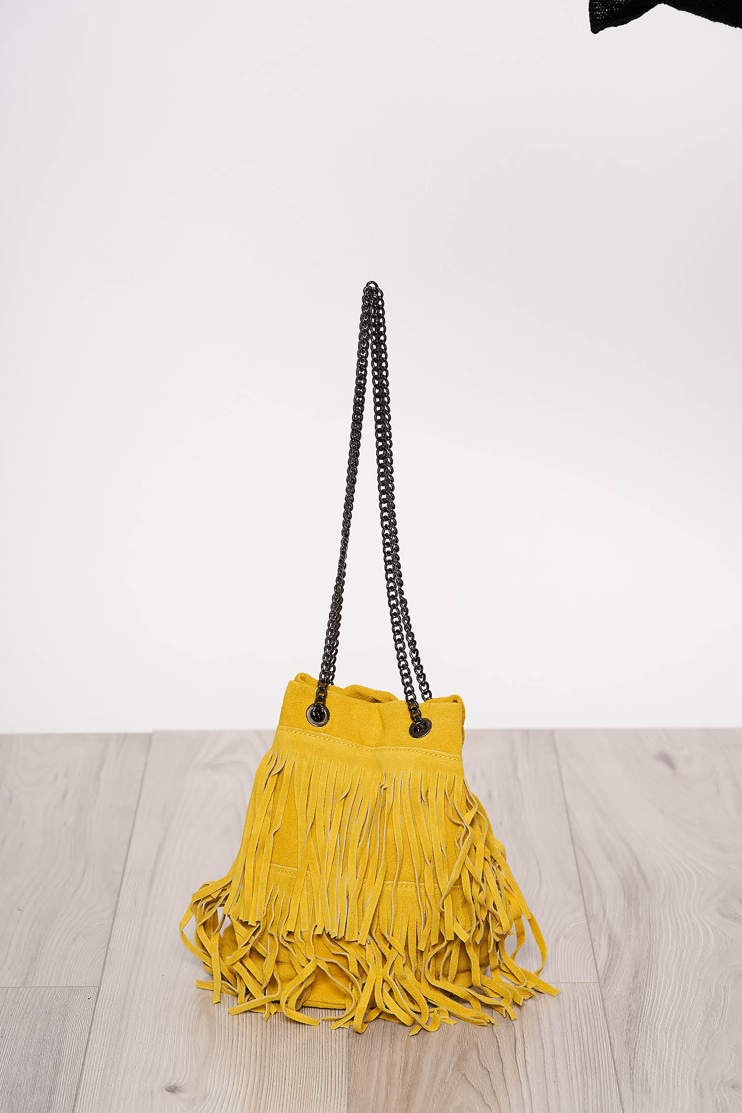 Sárga rojtos casual táska hosszú, lánc jellegű akasztóval
