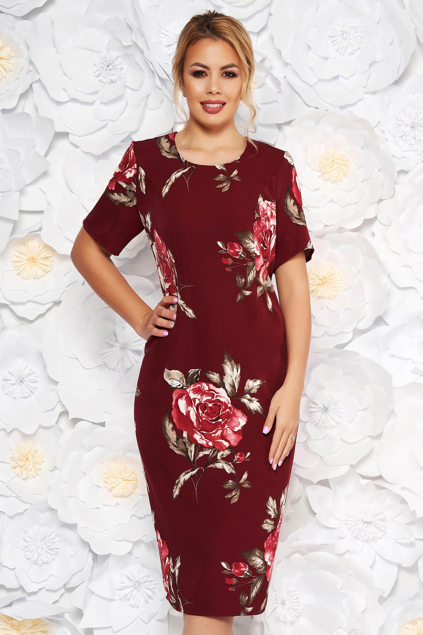 Rochie visinie eleganta cu un croi mulat cu maneca scurta din material fin la atingere cu imprimeuri florale