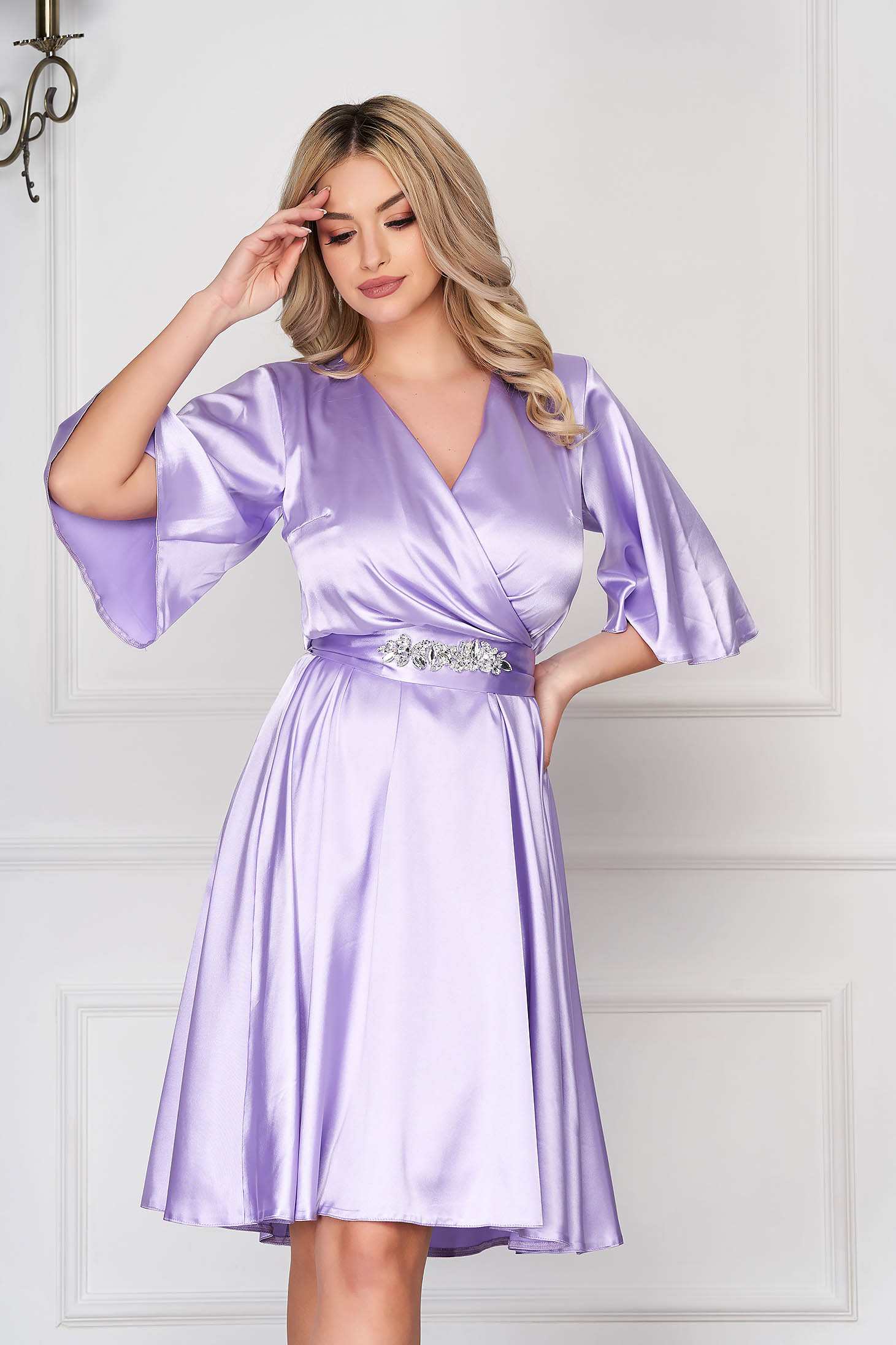 StarShinerS lila occasional dress from satin fabric texture with inside lining accessorized with tied waistband with embellished accessories